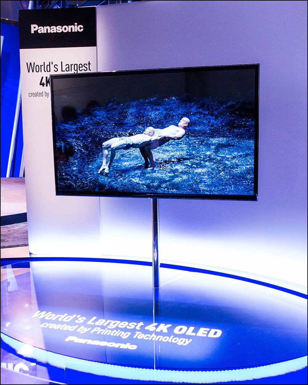 56 tommer, OLED-panel og over åtte millioner piklser. Dette er en rekord.Foto: Niklas Plikk, Hardware.no