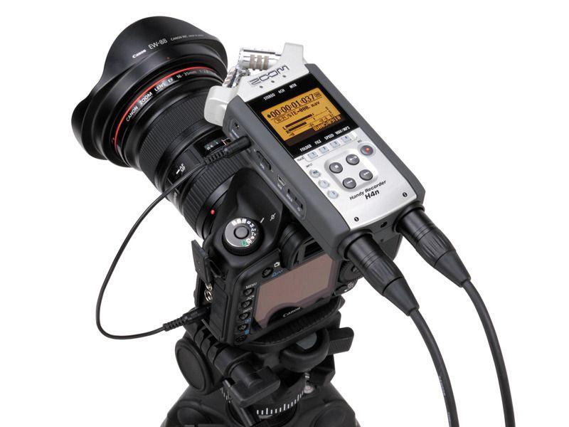 Lydopptakeren Zoom H4n montert på toppen av et kamera.Foto: Zoom
