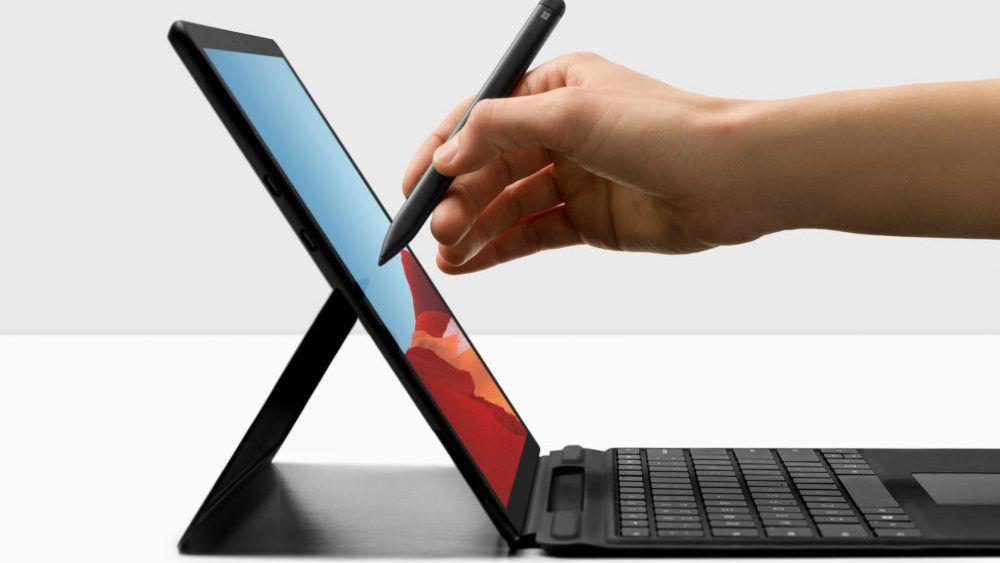 Surface Pro X har tynnere skjermrammer og litt mer skjermareal enn Surface Pro7. Foto : Microsoft