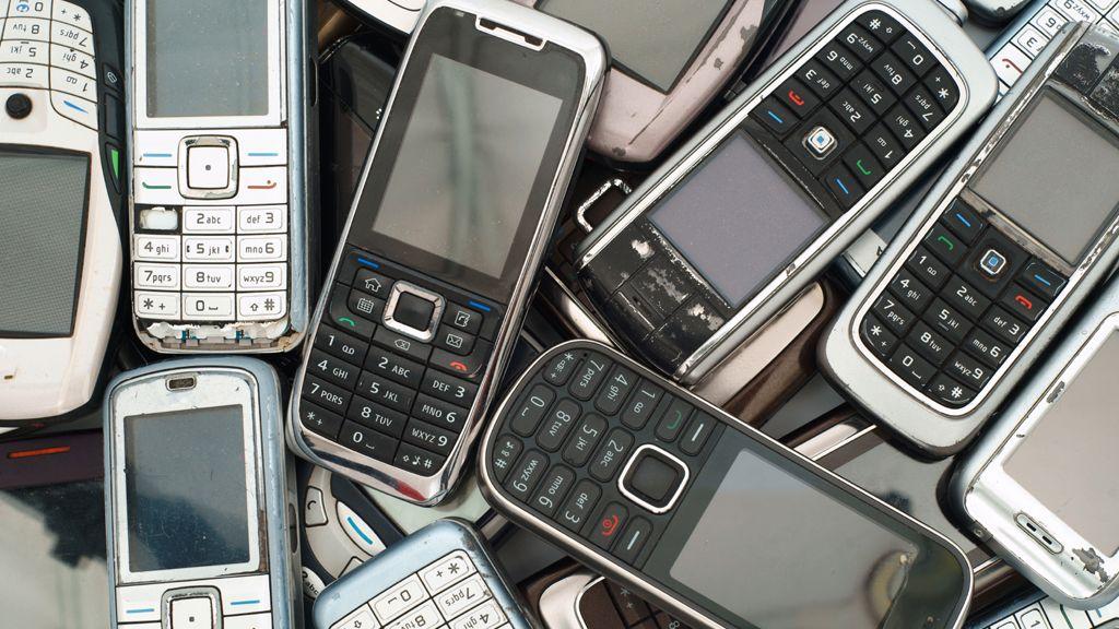 Brukte mobiltelefoner utgjør en trussel mot miljøet. Bare hver tiende blir resirkulert.
