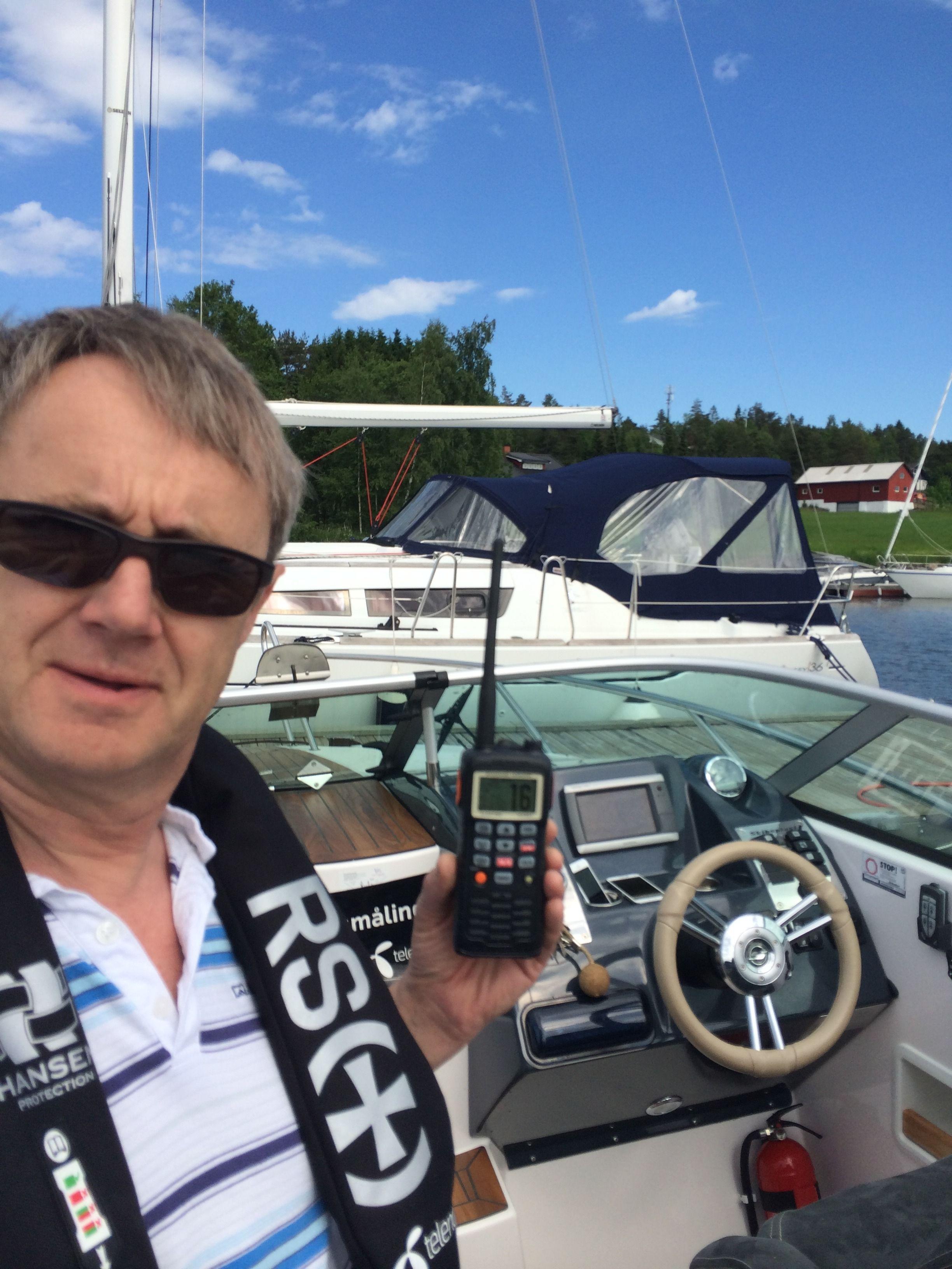 Dekningen må måles til sjøs også. Amundsen minner på at mobiltelefon ikke er nødsamband, og oppfordrer alle båtførere til også å ha VHF tilgjengelig.