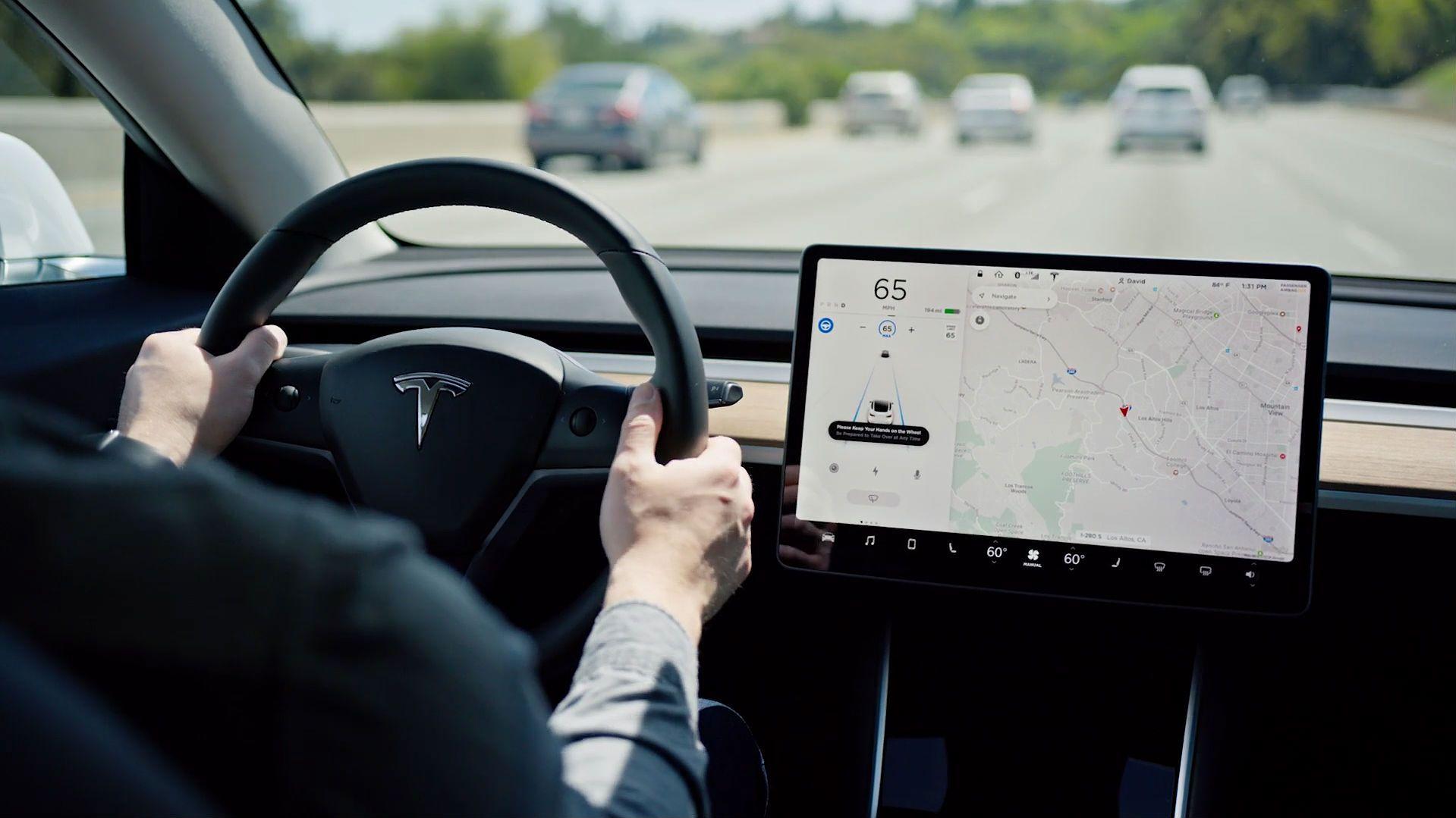 Tesla slipper juleoppdatering – lover sniktitt på selvkjøring