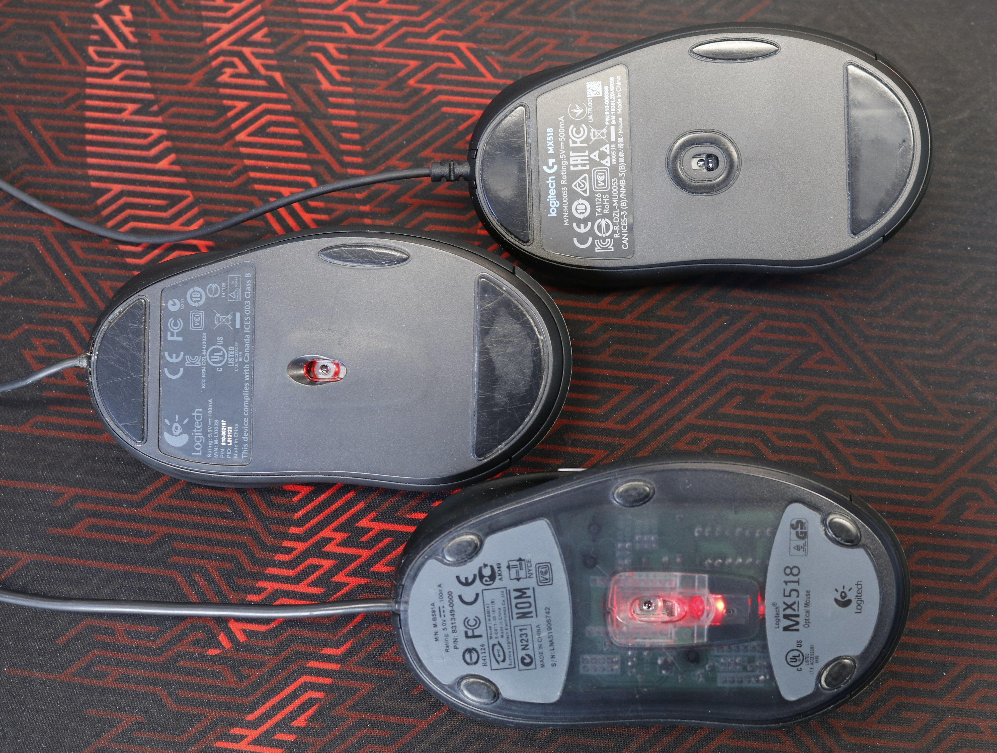 Den originale MX518 hadde fem små gliføtter. På de nyere utgavene er det større flater som gjelder. G400 i midten. Nye G MX518 øverst har fått dette rundt sensoren også.