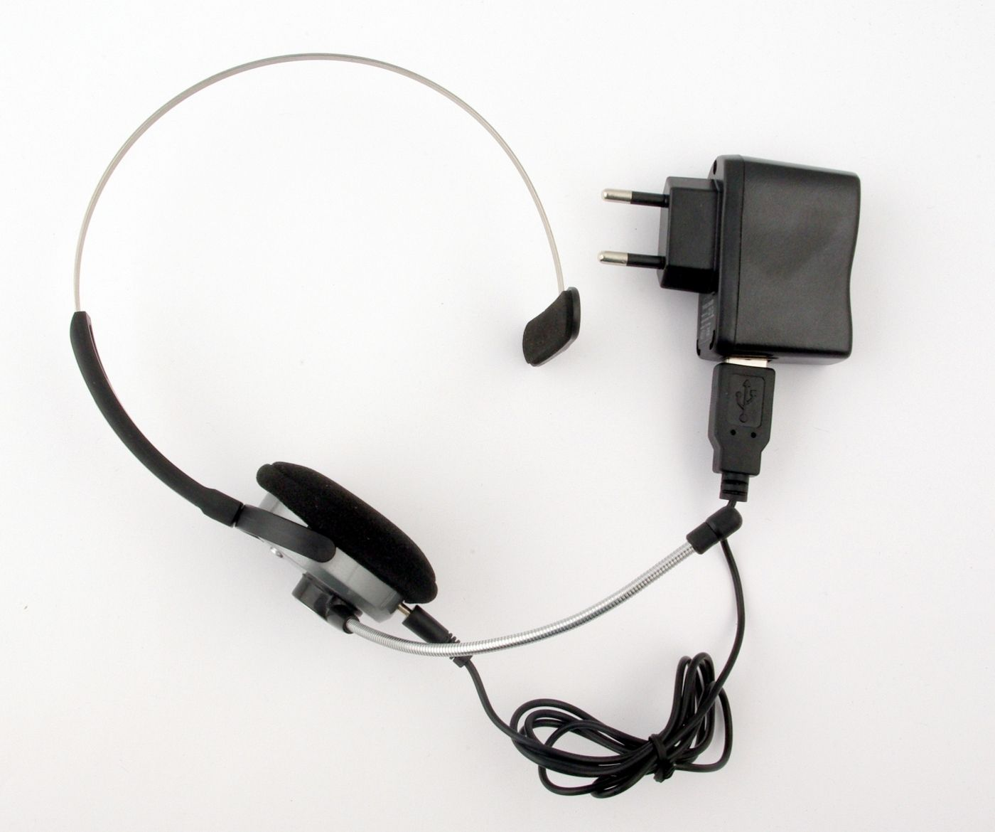 I pakken finner du en ladeløsning som både kan lade via USB og 230V~.