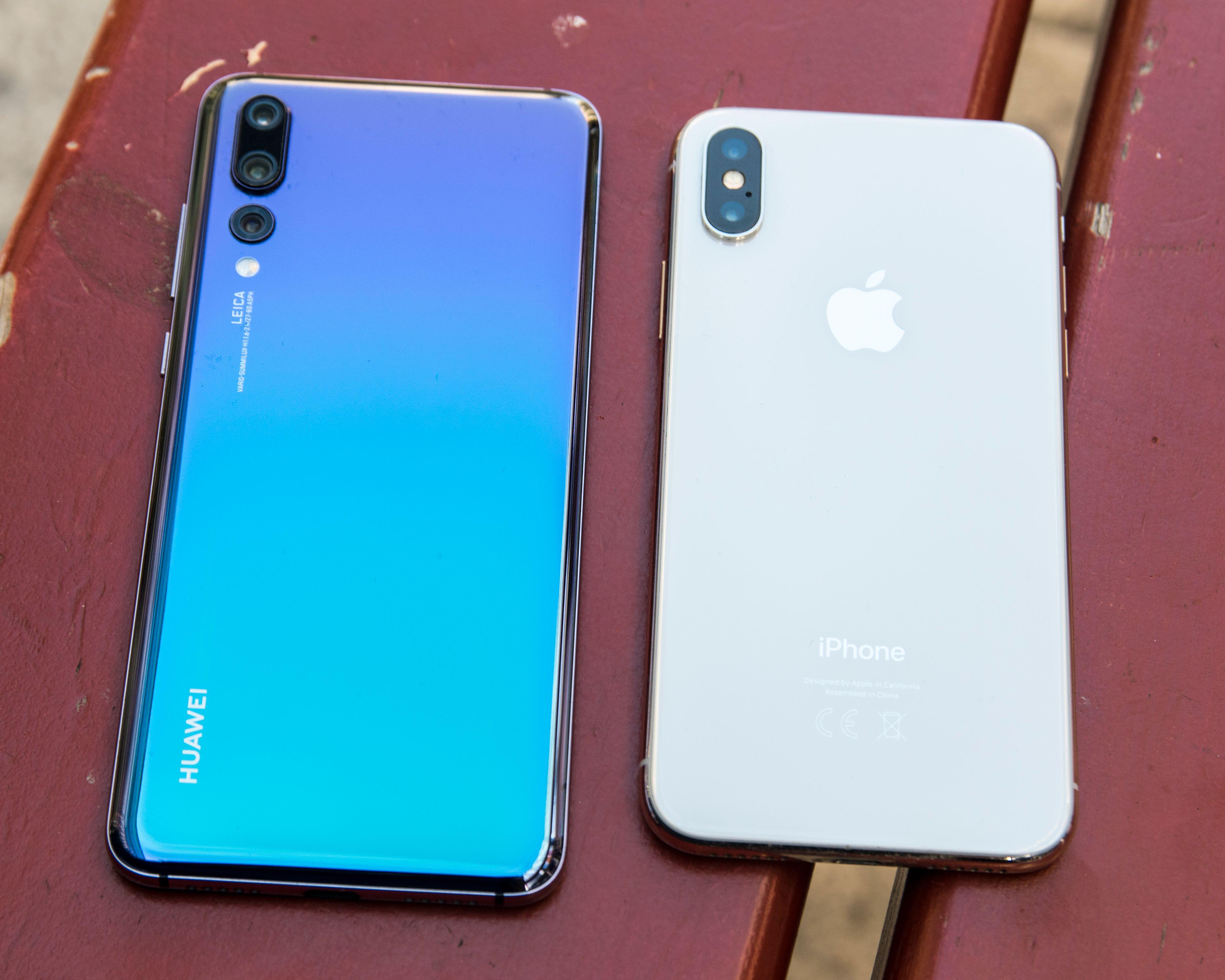 Denne fargekombinasjonen er det ingen annen mobil som byr på. For noen vil kanskje P20 Pro bli i største laget - iPhone X, til høyre, er litt mer kompakt. Men den har også dårligere kamera og mindre batteri.
