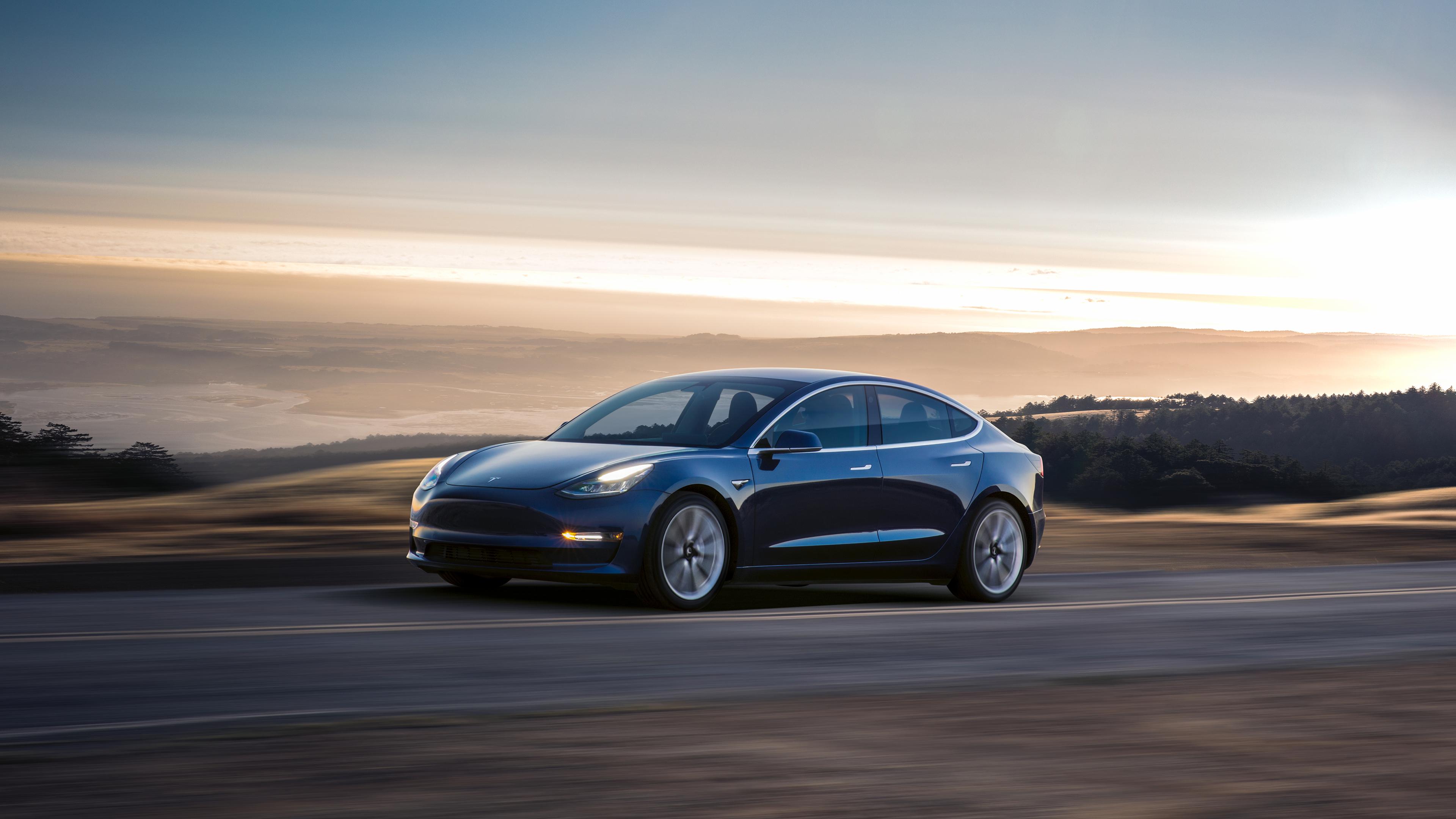 Hacker fant spor av større batteripakke til Tesla Model 3 - Musk sier nei
