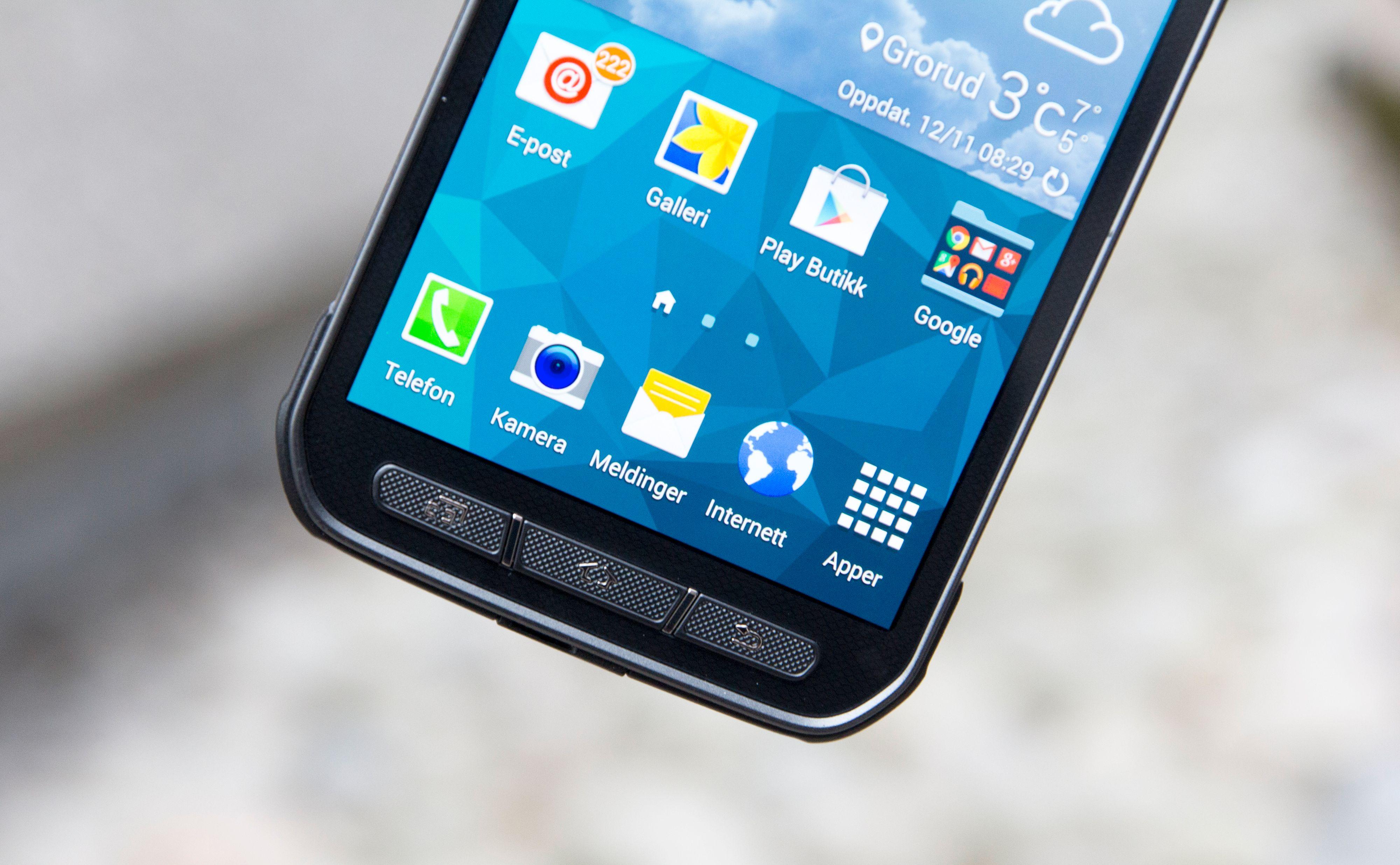 På Galaxy S5 Active er det fysiske knapper som dominerer rundt skjermen.Foto: Kurt Lekanger, Tek.no