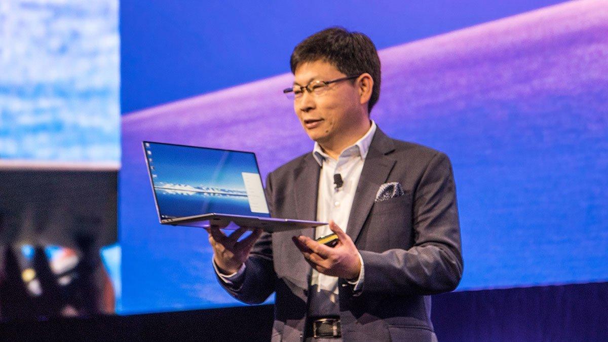 Richard Yu viste frem selskapets nyeste bærbare PC under Mobile World Congress tidligere i år.