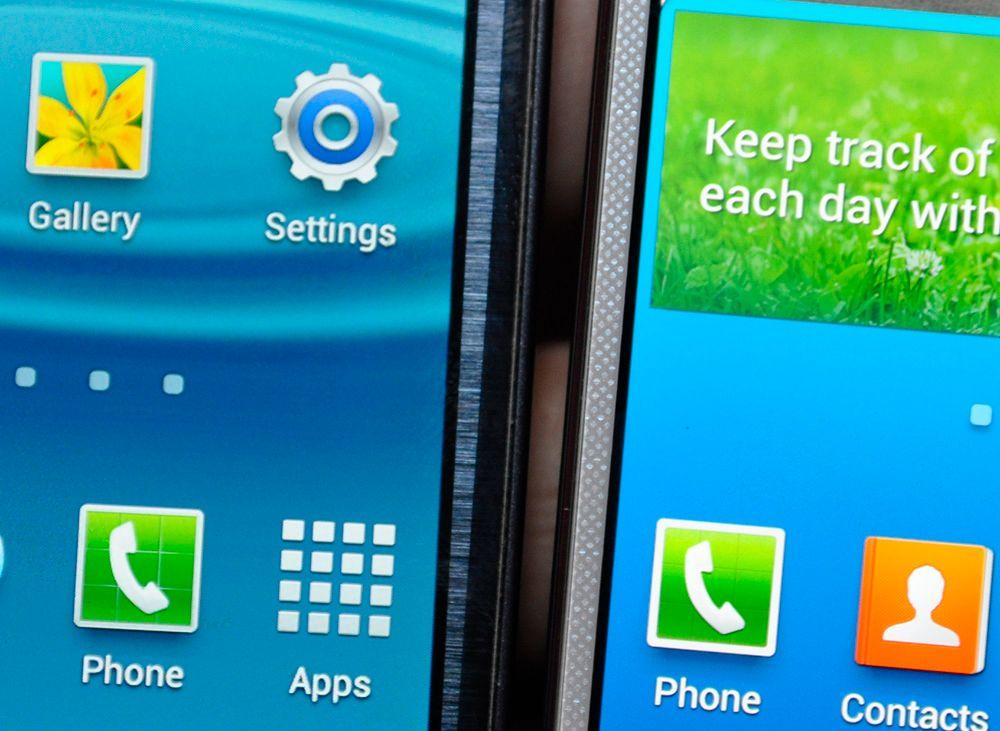 Skjermene til Galaxy S3 og Galaxy S4 ved siden av hverandre. Den nye er til høyre.Foto: Finn Jarle Kvalheim, Amobil.no