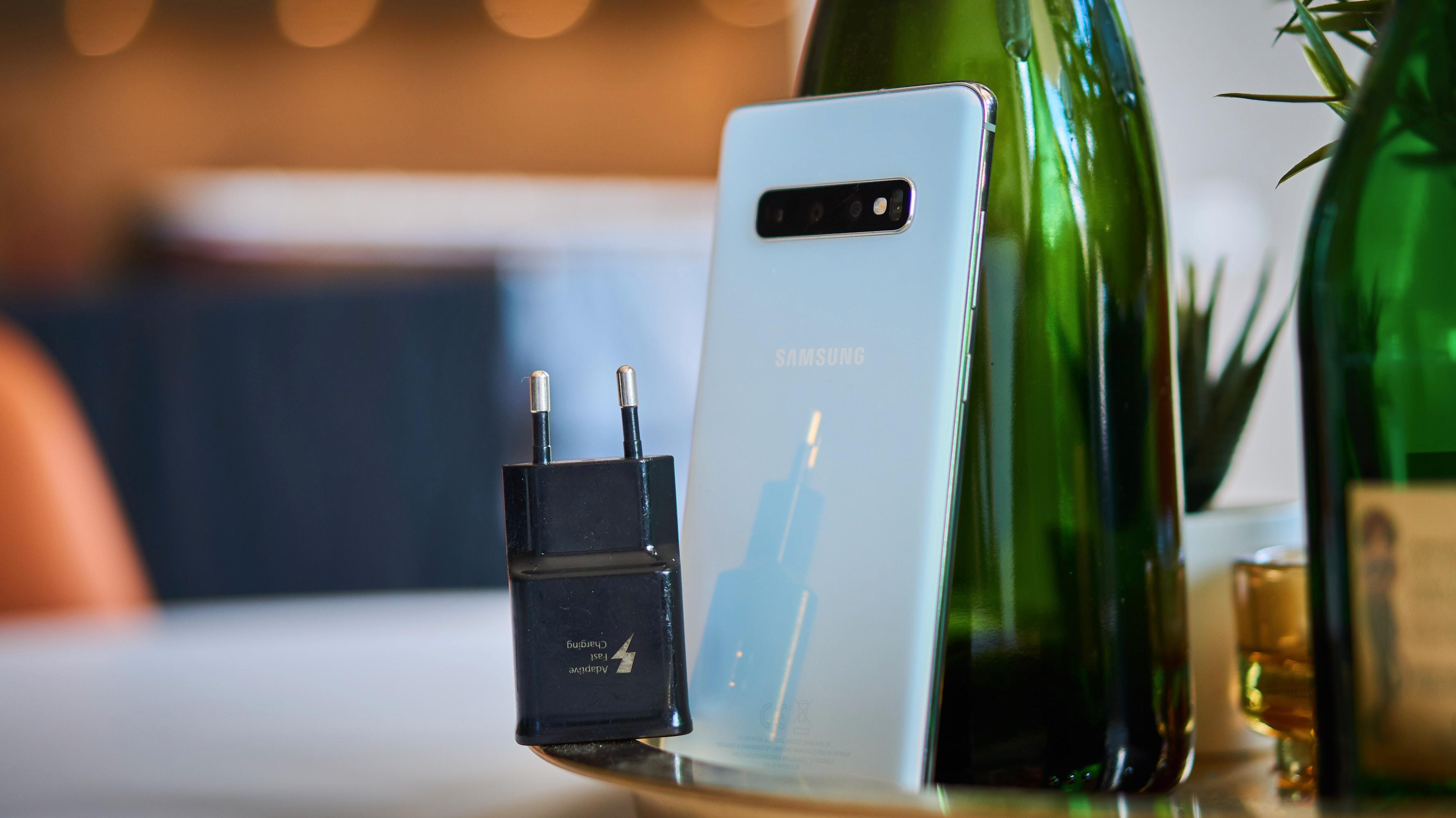 Samsung har lenge levert med ladere som denne til telefonene sine. No more?