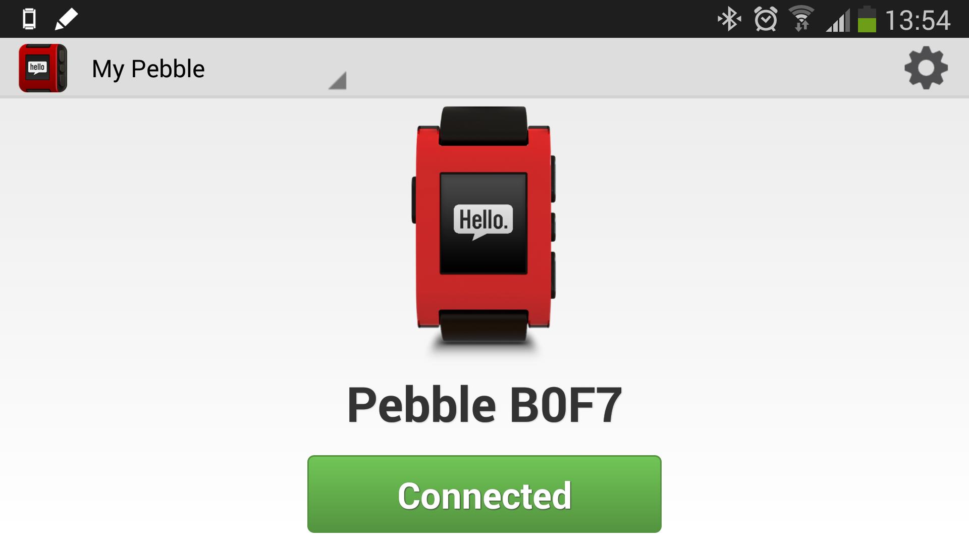 Klokken må først kobles til en mobil via USB. Pebble støtter både BT 2.1 og BT 4.0.