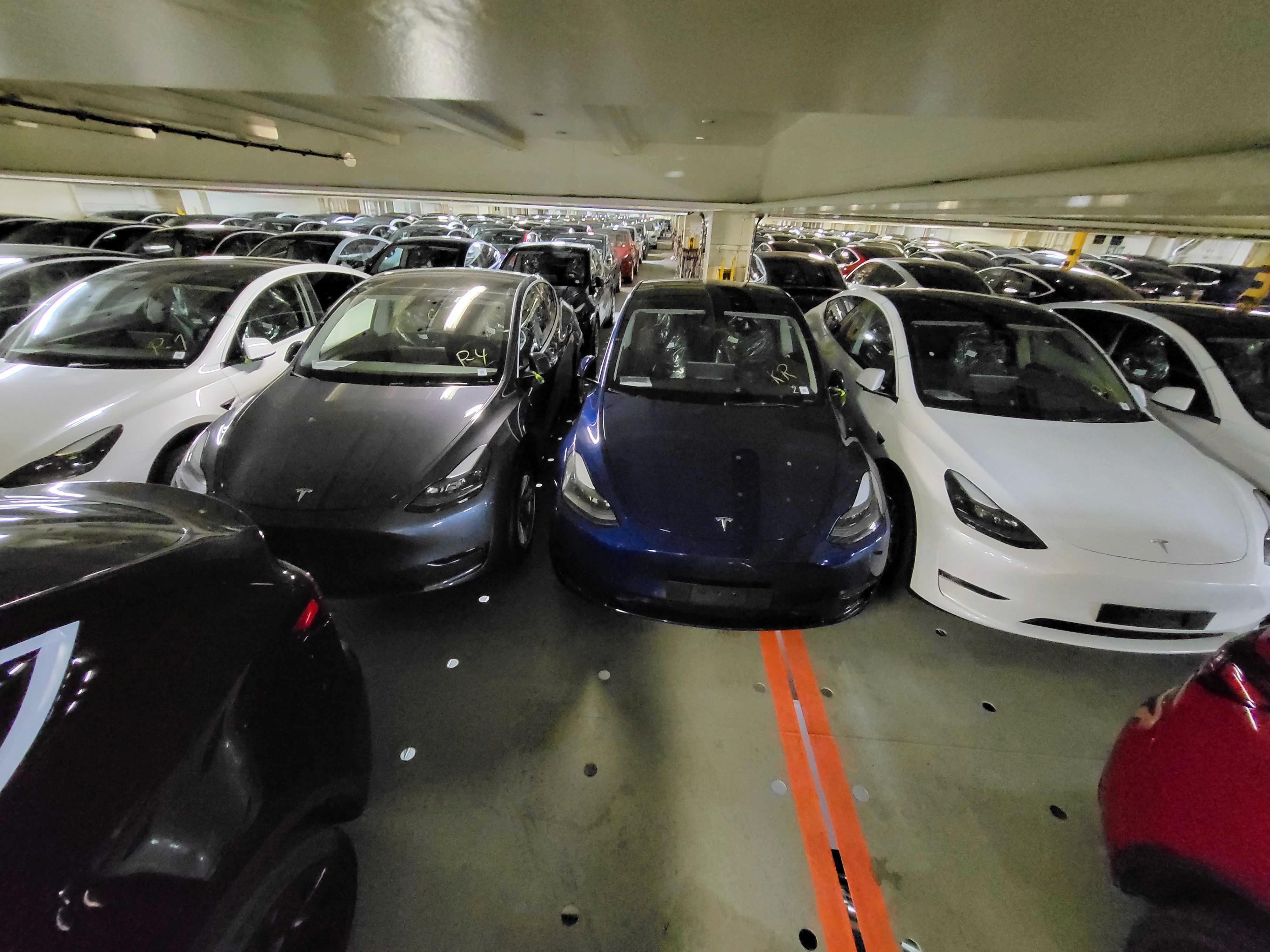 Tesla så langt øyet kan se.