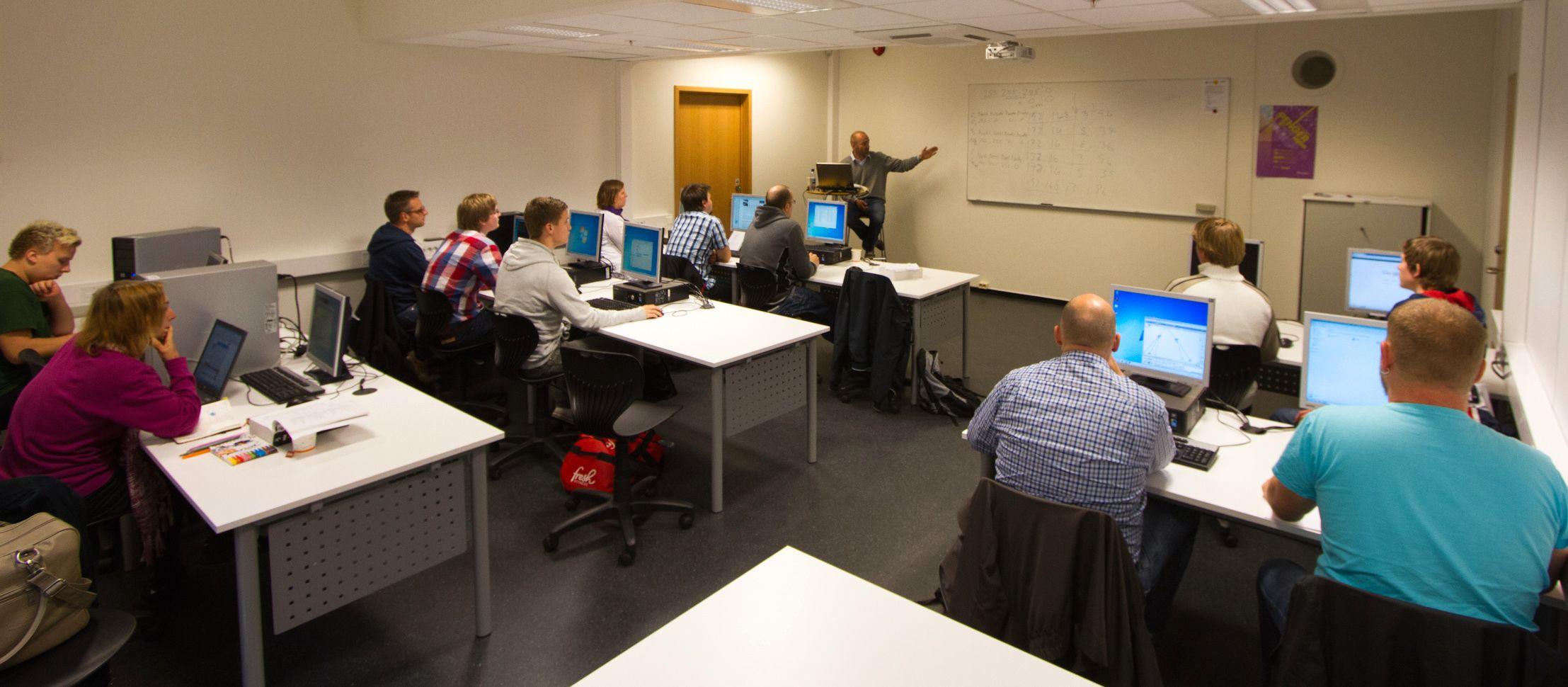 Skolen samarbeider tett med konsulent- og serviceavdelingen.