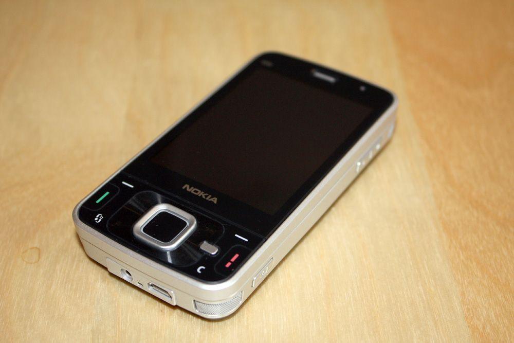 N96 er ikke en liten telefon. (Alle foto: Einar Eriksen)