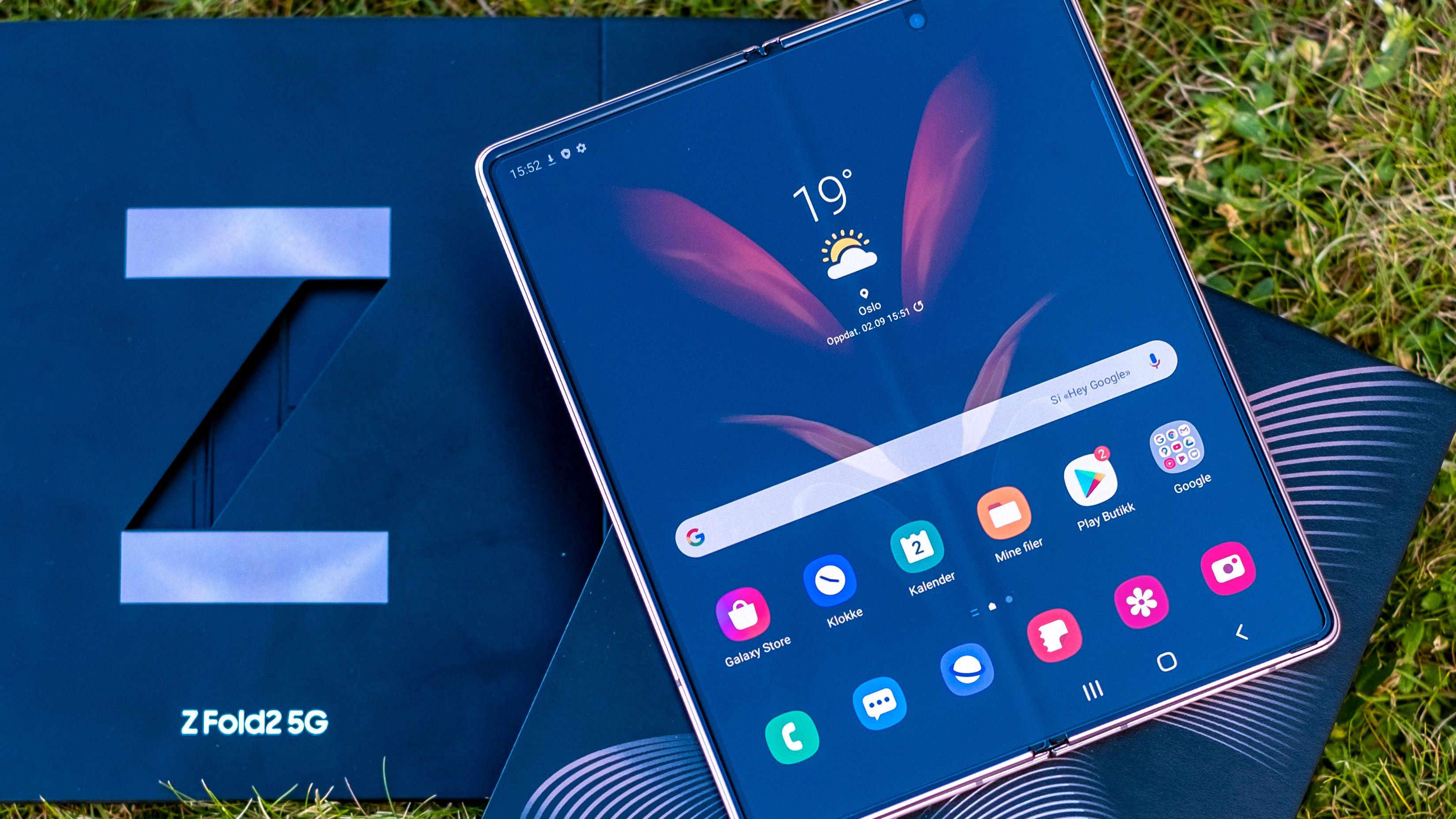 Samsungs nye Galaxy Z Fold2 er akkurat lansert. Hverken innpakning eller telefon levner noen tvil om at dette forsøksvis er eksklusive greier. Om det lever opp til hypen får vi vite i løpe av noen dagers test.