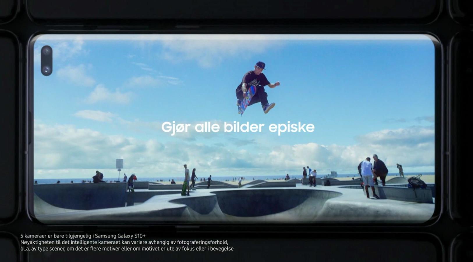 Doble frontkamera plassert i skjermen har vært en del av ryktene rundt Galaxy S10 lenge. På denne måten fjerner Samsung rammene oppe og nede på skjermen, og klarer også å unngå den klassiske busslommen i toppen av telefonen.