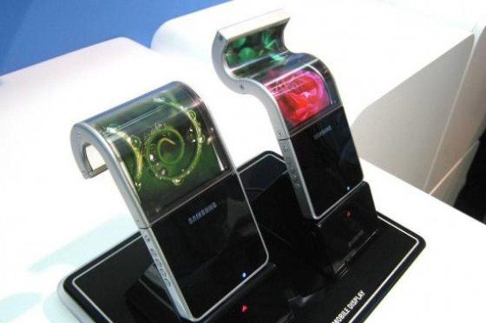 Det er flere år siden Samsung første gang viste frem sine fleksible skjermer. Siden har ryktene om bøyelige telefoner fra Samsung gått jevnt og trutt. (Bilde: Samsung)