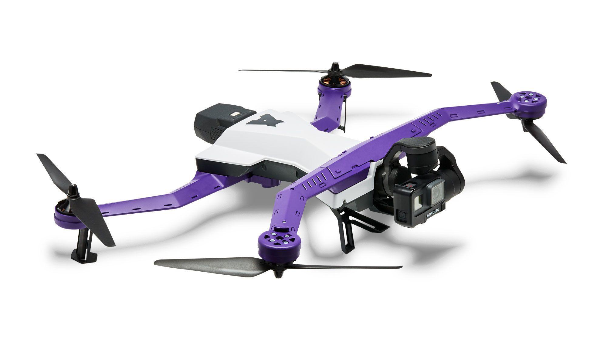 Dronen i fullfigur.