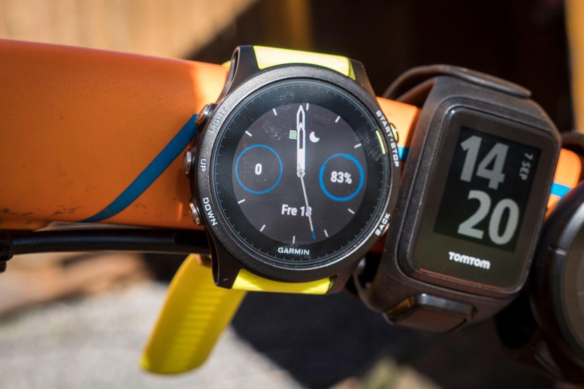 Garmin går for et mer nøytralt design, men klokkene kan se sporty nok ut dersom du går for en av de mer fargerike reimene.