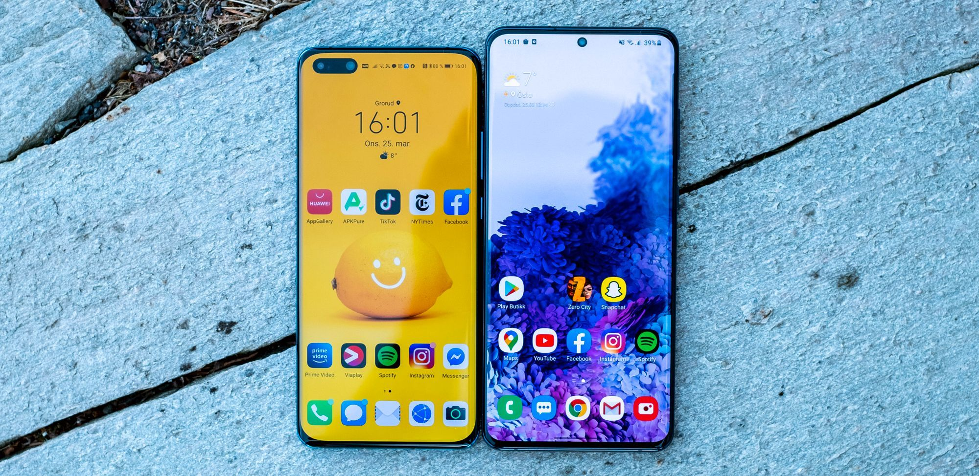 Huawei P40 Pro til venstre, Samsung Galaxy S20 Ultra til høyre.