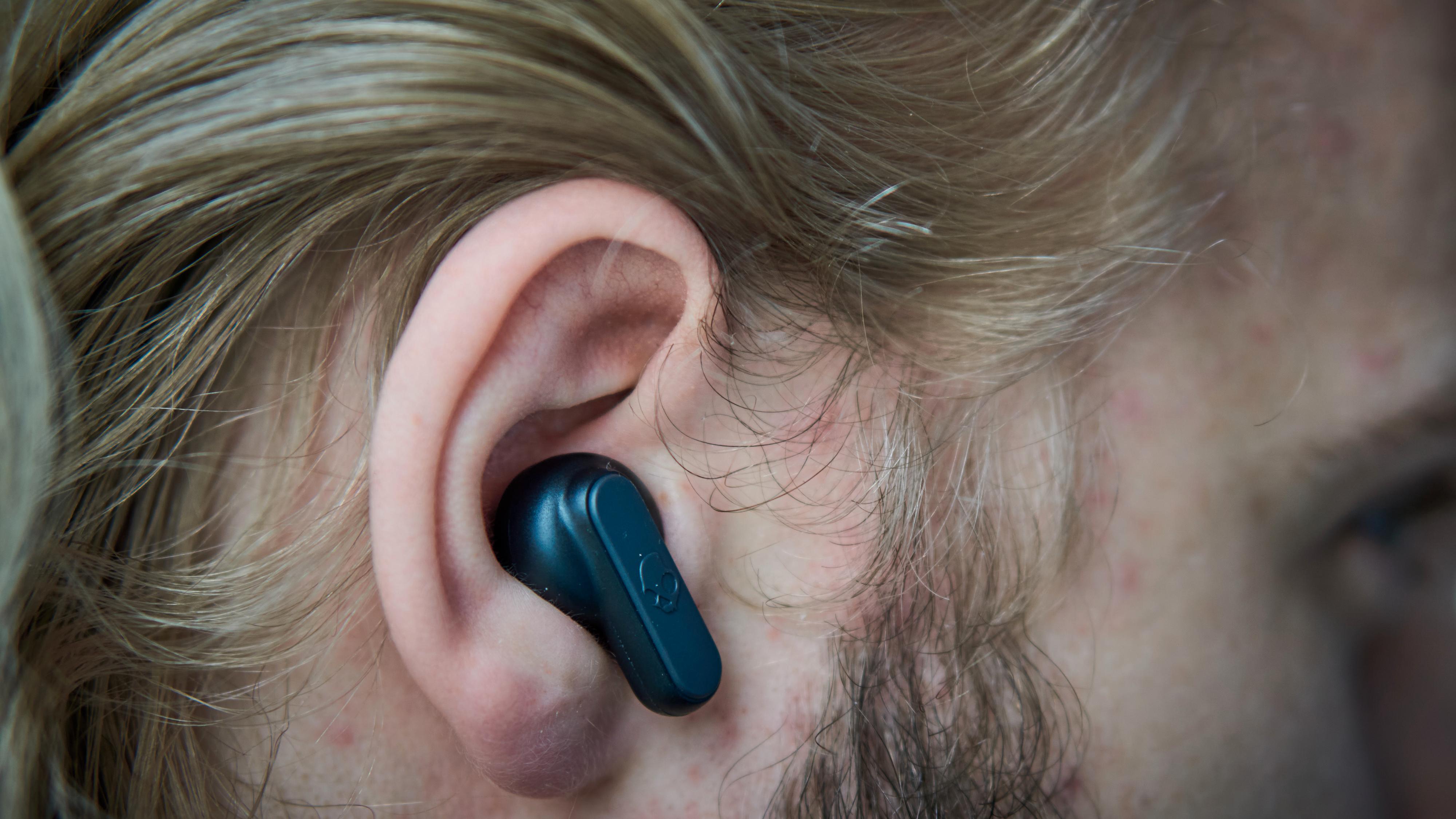 Proppene sitter godt og trygt i øret, og bygger ikke mye ut. De har også vann- og støvbeskyttelse, etter IP4X-standarden.