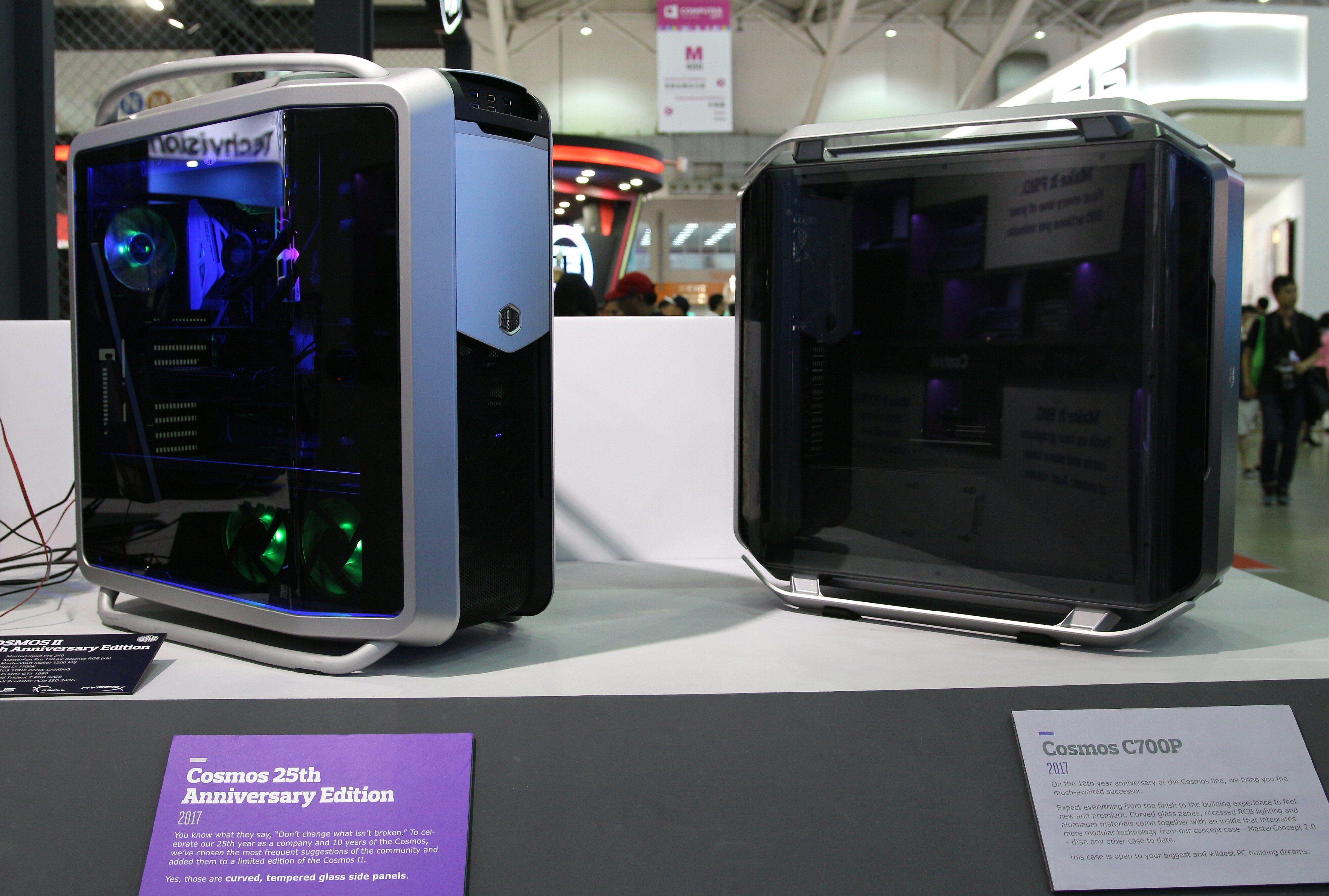 Cooler Master Cosmos 25th Anniversary Edition til høyre, Cosmos C700P til venstre.
