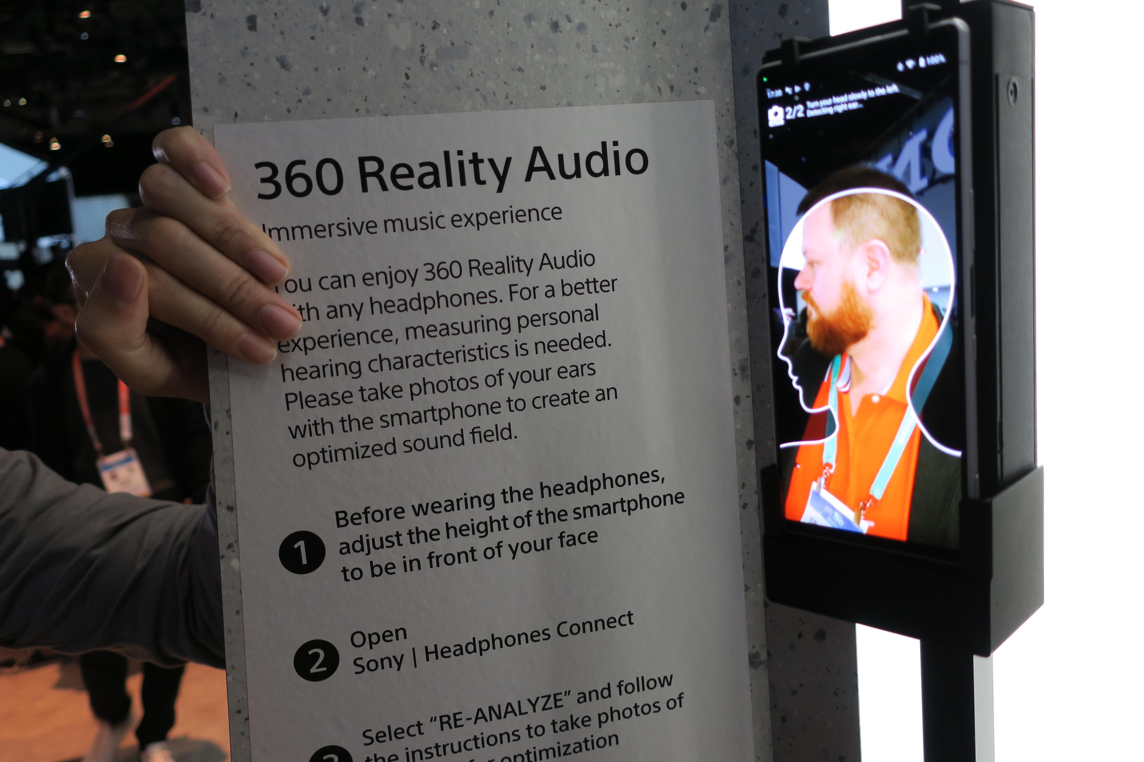Appen forteller deg hvordan du skal snu deg, og tar bilde av ørene dine automatisk.