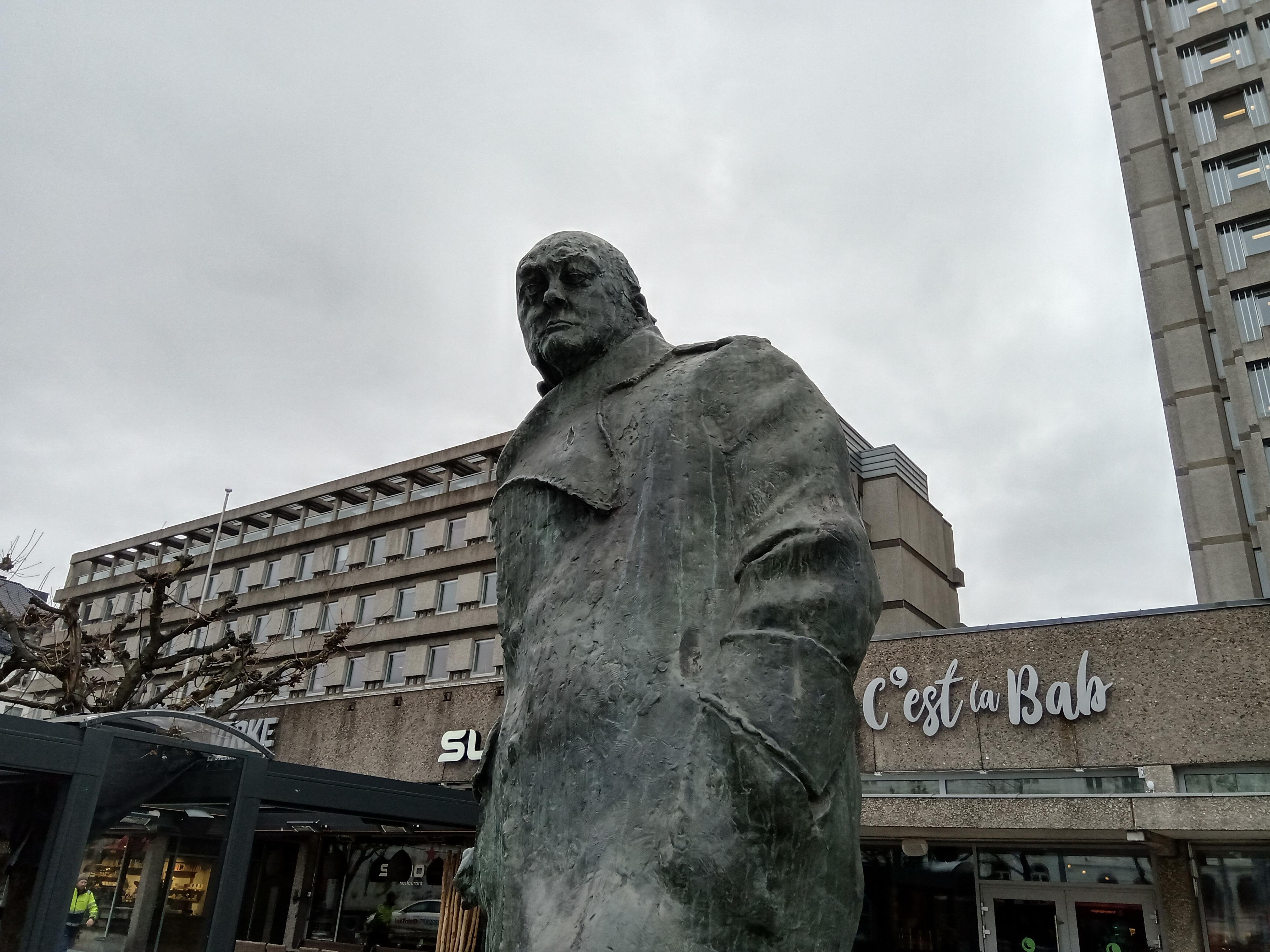 Bilde av statue uten bokehfunksjon i bruk.