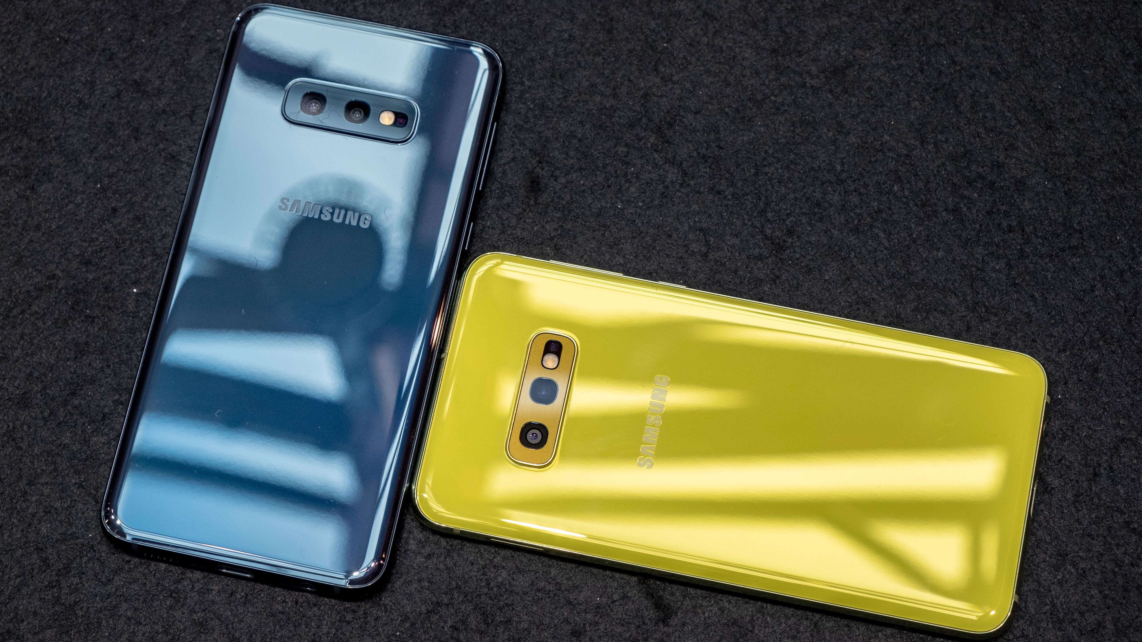 Blå og gul variant Galaxy 10e. Gul versjon kommer dessverre ikke til Norge, mens den blå blir tilgjengelig.