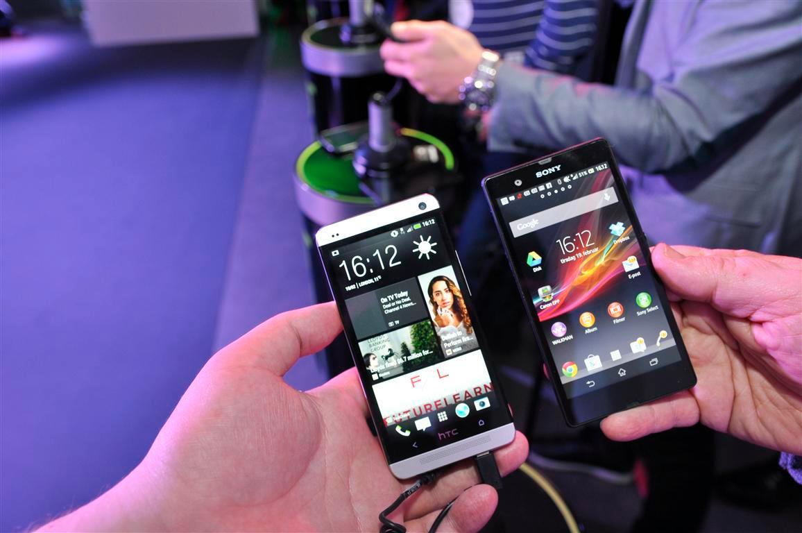 Her er den side om side med konkurrenten fra Sony.