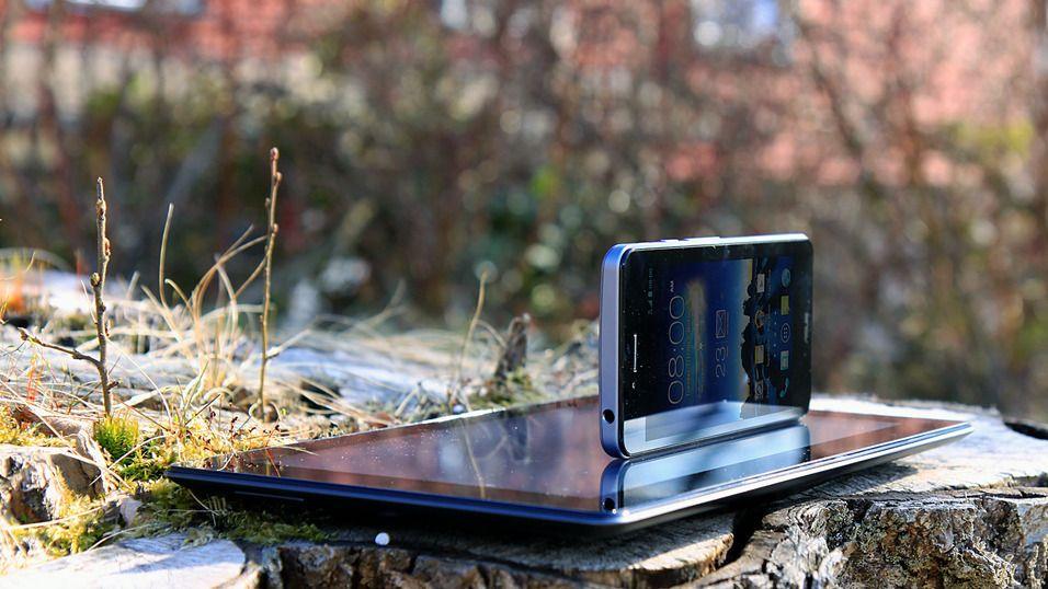 Asus PadFone Infinity var en av de første telefonene som brukte Sharps nye IGZO-teknologi.Foto: Kurt Lekanger, Tek.no