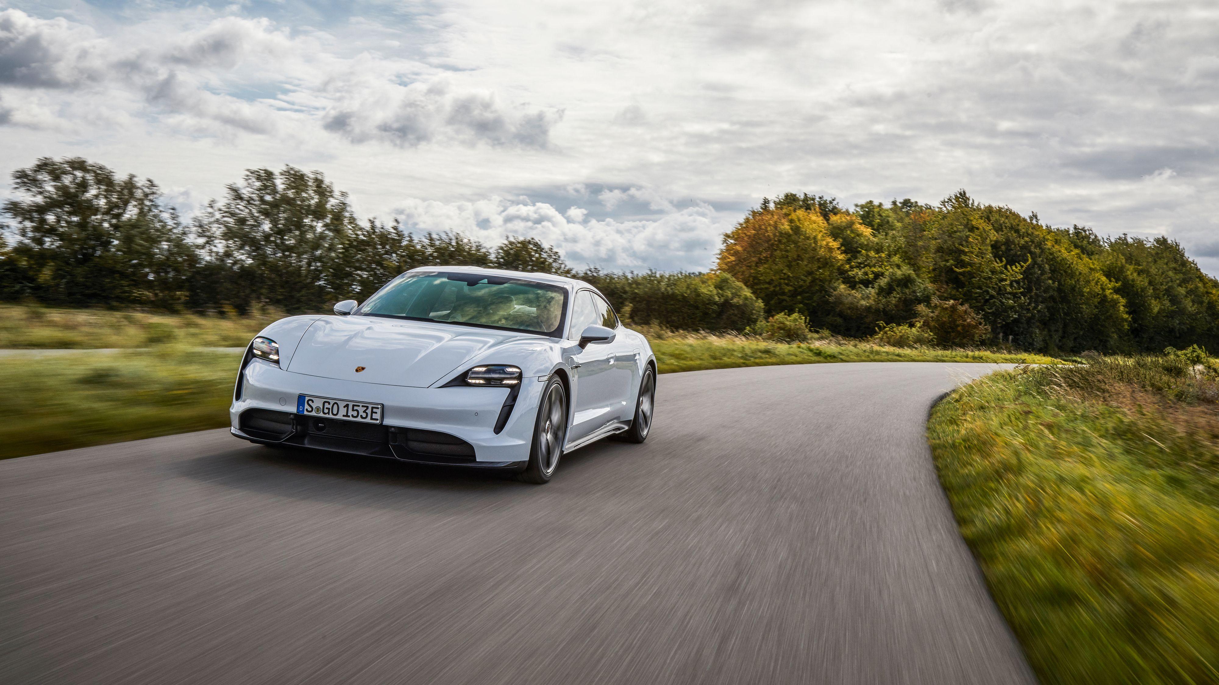 Porsche Taycan er svært moro å kjøre, men også komfortabel om du heller vil fokusere på det.
