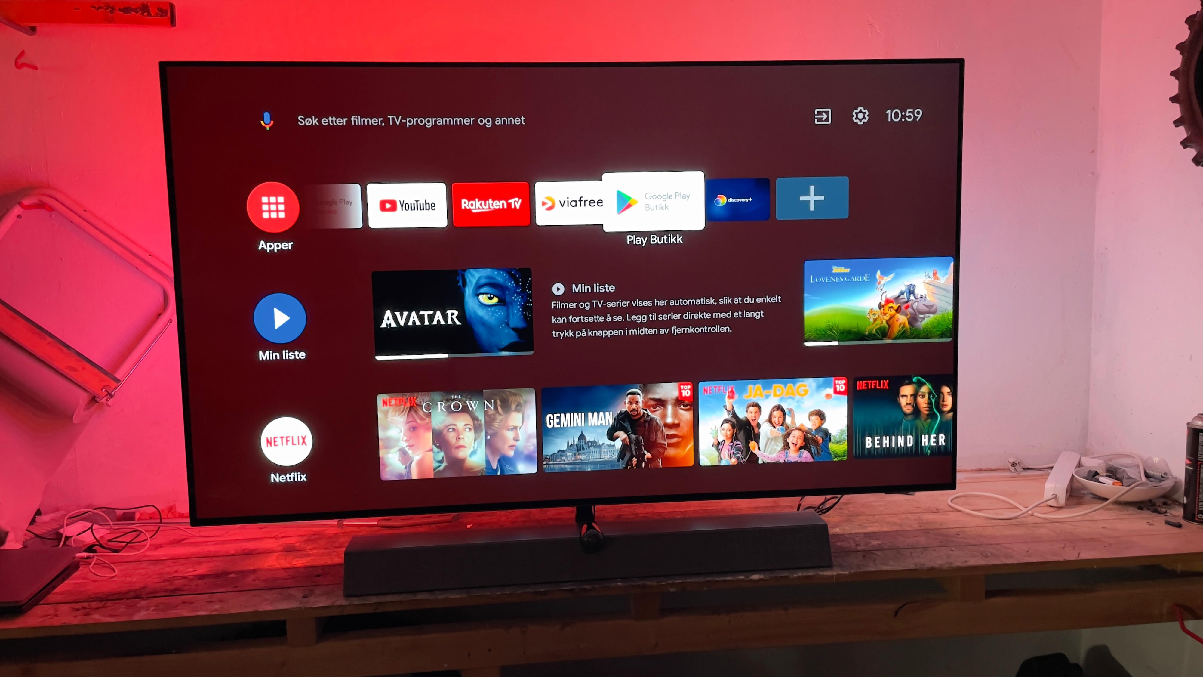 Ambilight gir en ekstra piff til TV-opplevelsen for mange. Her ser du også hvordan menyen på Android-plattformen ser ut.