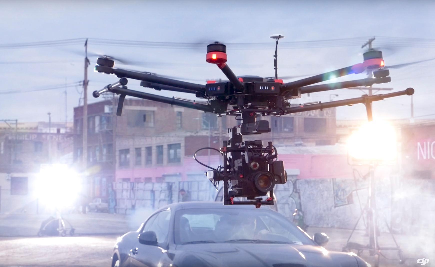 Droner som veier over 2,5 kilogram faller inn under RO2- eller 3-kategorien, men så er det nok få amatører som har bruk for disse uansett.