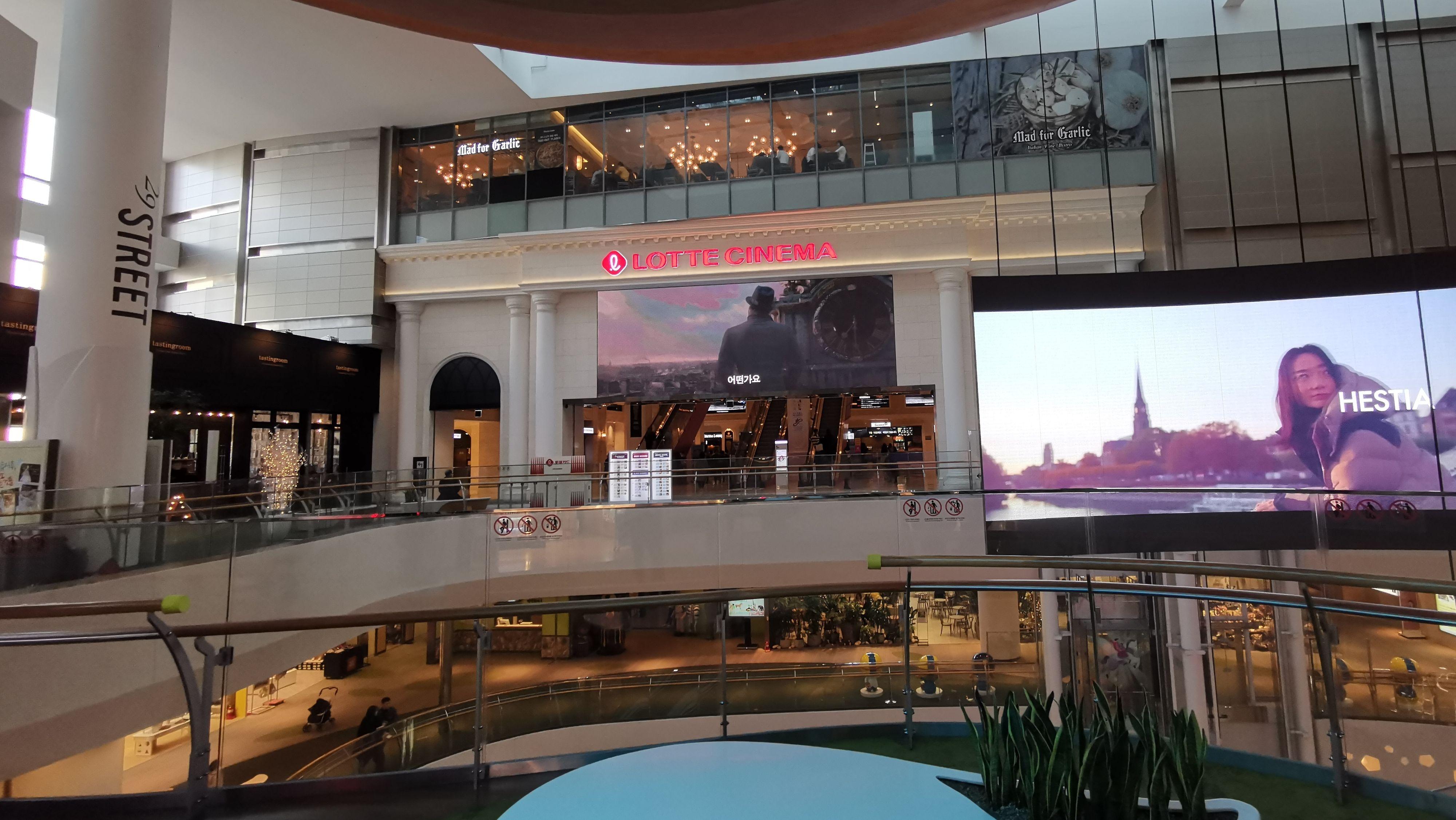 Lotte-kinoen ligger i enden av kjøpesenteret med samme navn.