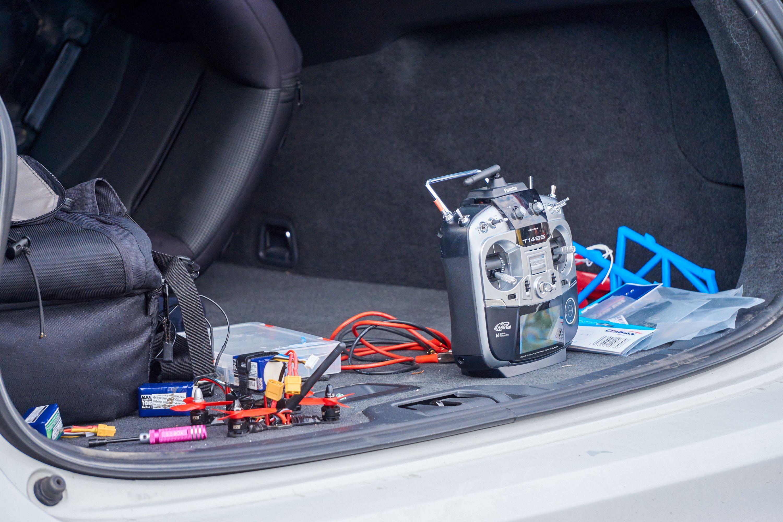 Folk hadde med alt mulig rart av utstyr i bilene sine.