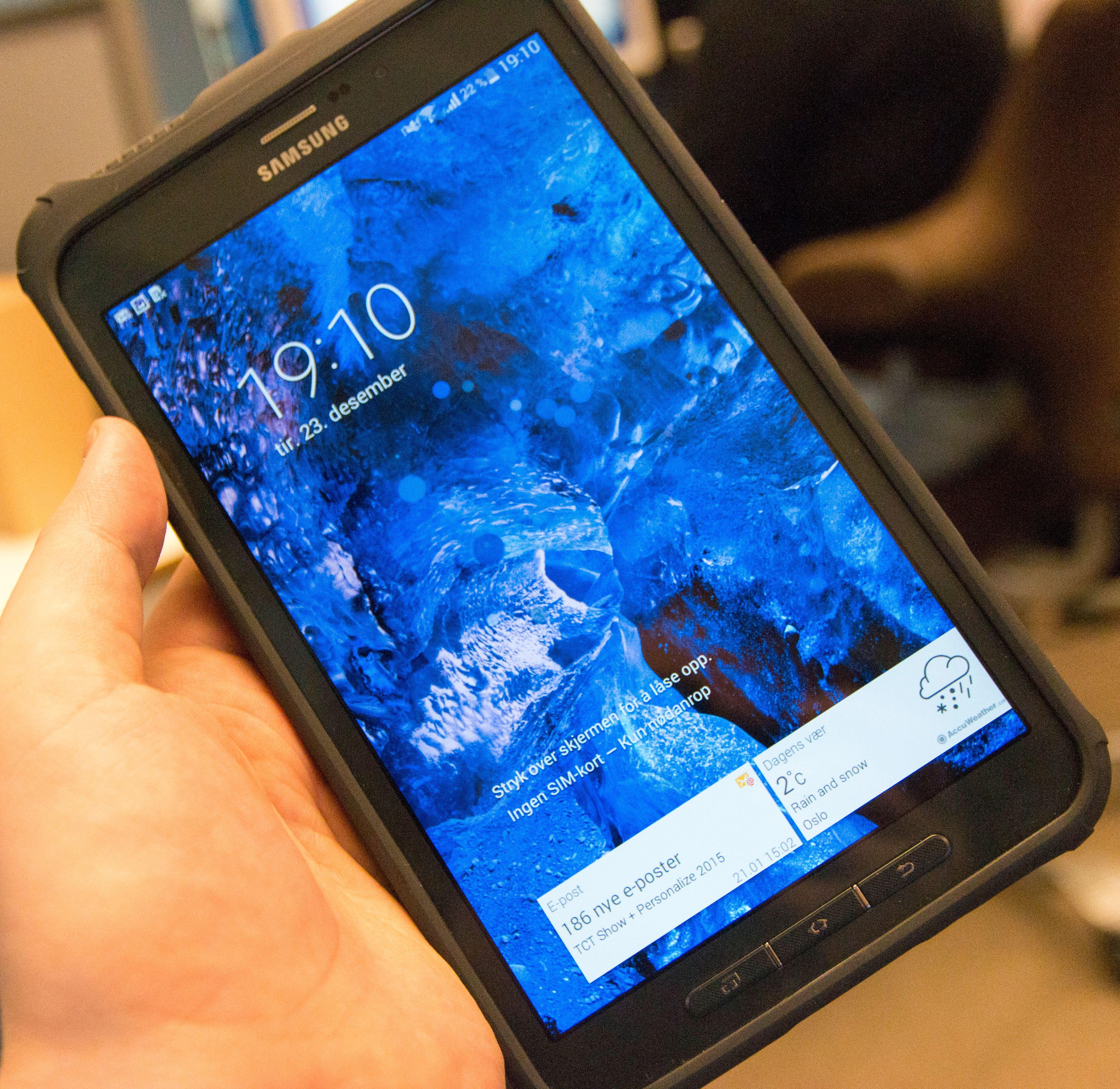 Låsekjermen på Galaxy Tab Active. Skjermkvaliteten kunne vært bedre. Spesielt med tanke på prisen. Foto: Finn Jarle Kvalheim, Tek.no