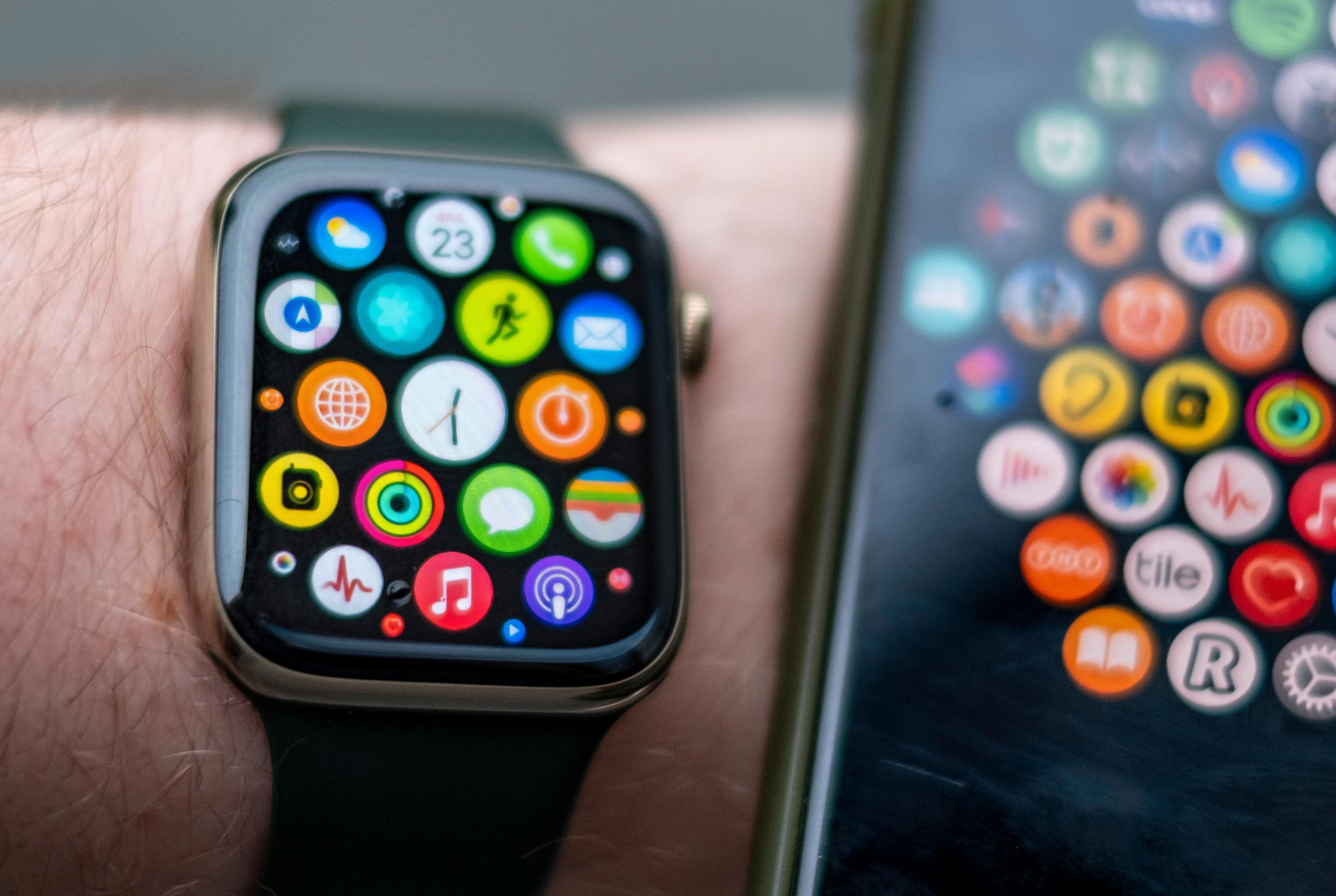 Den vanlige «appskyen» på Apple Watch har vært med oss siden første generasjon epleklokke. Du kan styre appenes plassering i oversikten fra Watch-appen på mobilen.