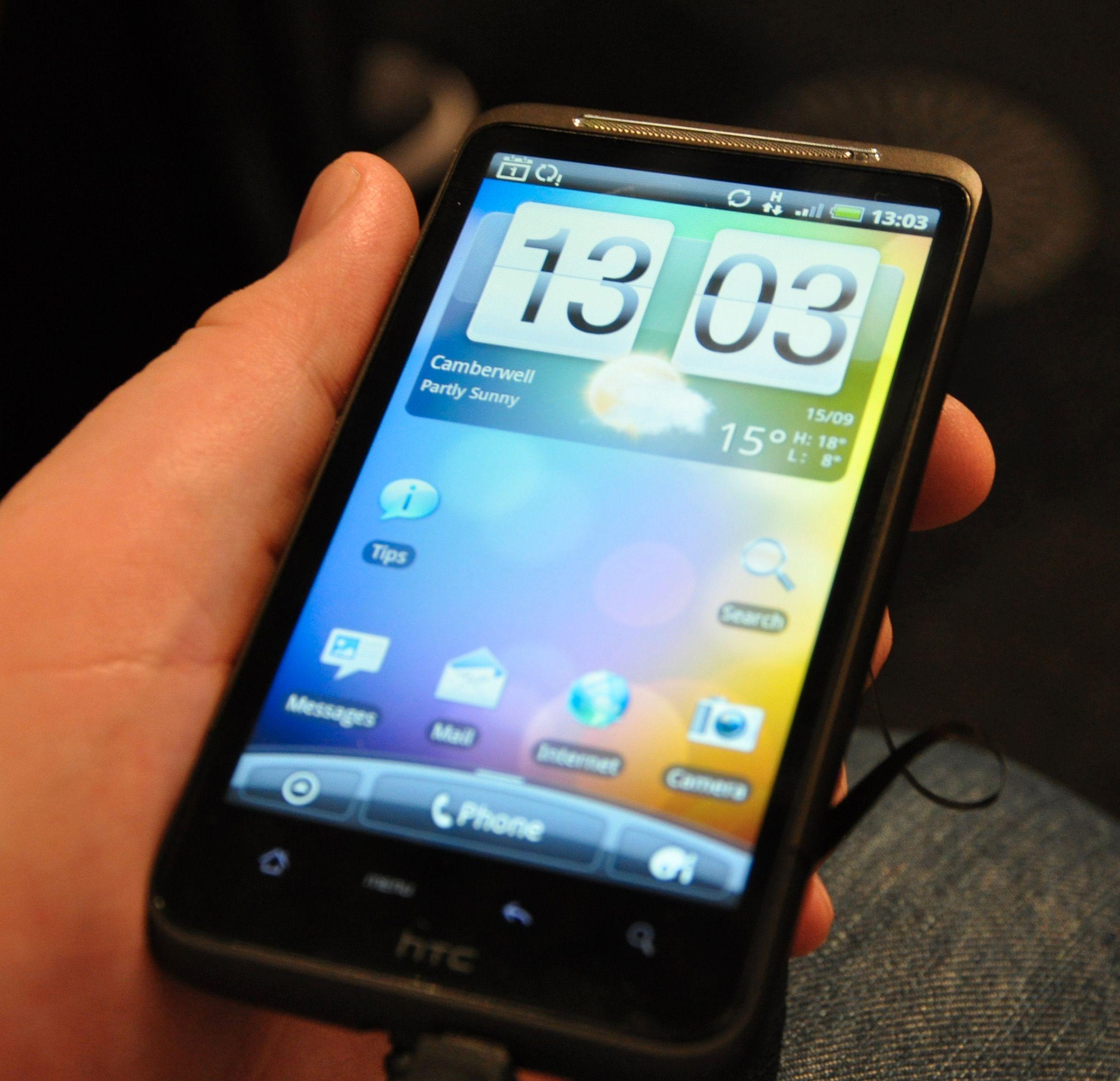 Ut av esken ser hjemmeskjermen til Desire HD ut slik vi er vant til fra HTC. Den kan selvsagt tilpasses på et utall forskjellige måter, etter brukerens behov.
