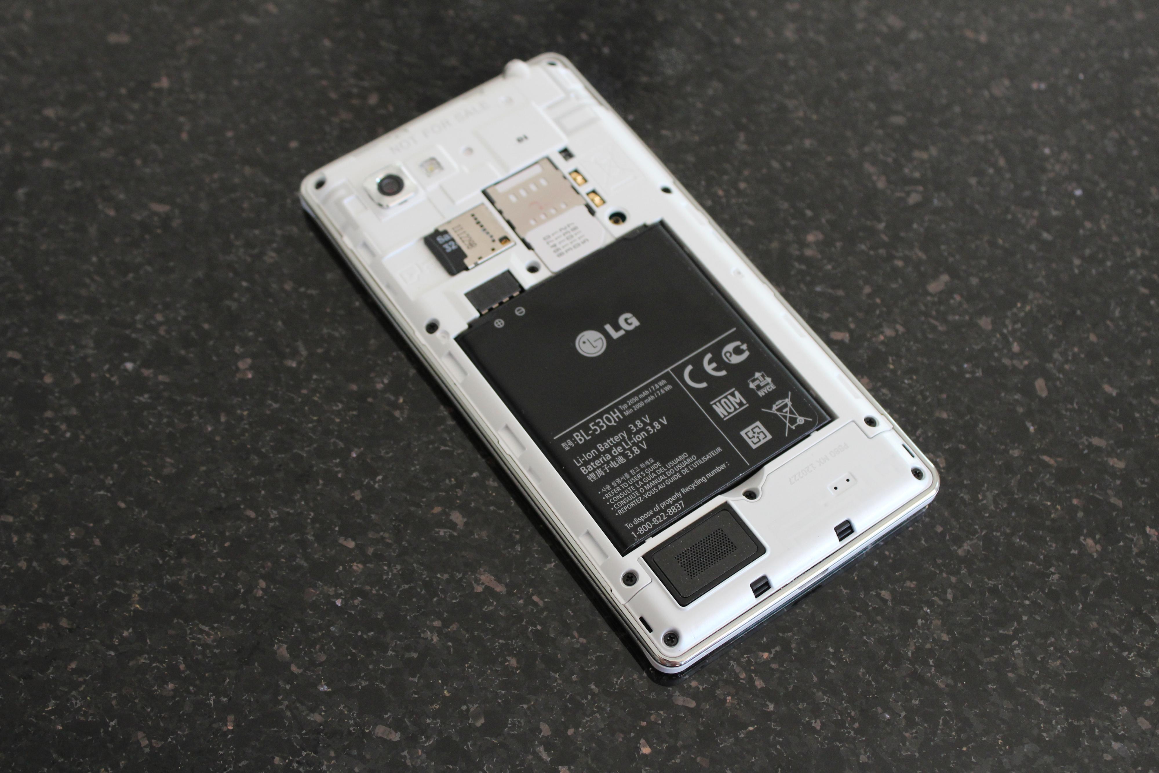 Batteriet er på hele 2140 mAh, som er større enn batteriene i både Samsung Galaxy S III og HTC One X.