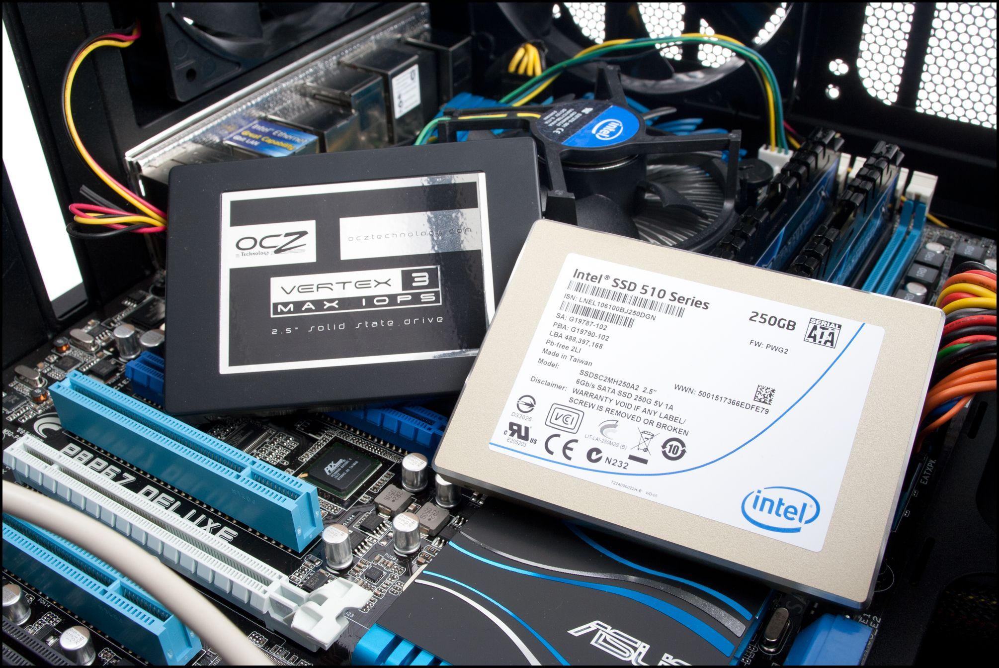 Med SSD-en i hus kan du montere den i kabinettet.