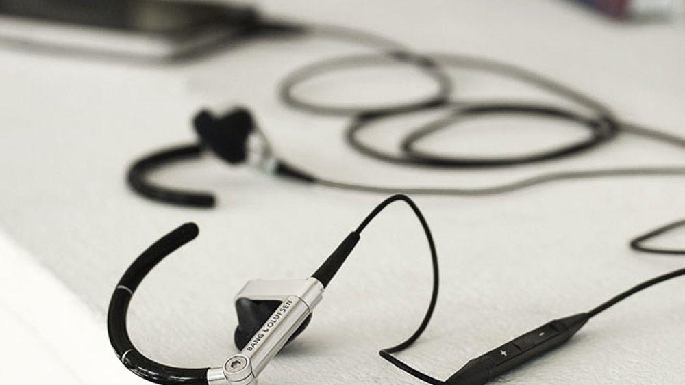 Bang & Olufsen med iPhone-hodesett