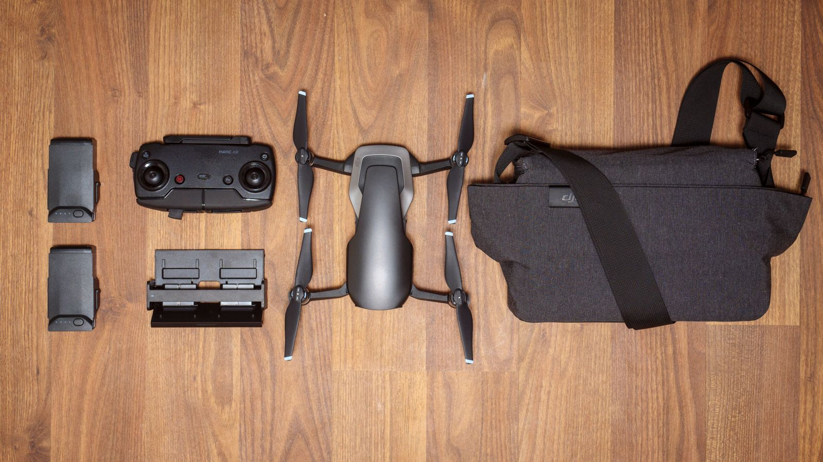 Vi har testet «Fly More»-pakken som inkluderer kontroller, to ekstra batterier (tre totalt), multilader og en fin bæreveske.