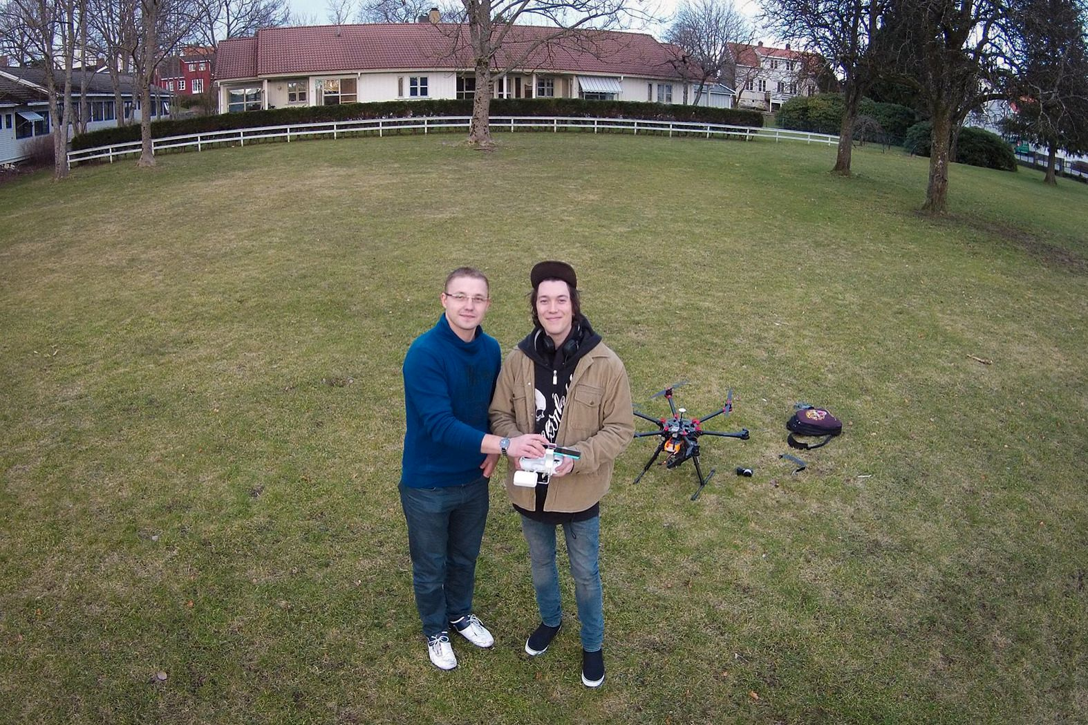 Vitaly Slettevoll og Marcus Holm Andreassen. Foto: Droneverkstedet