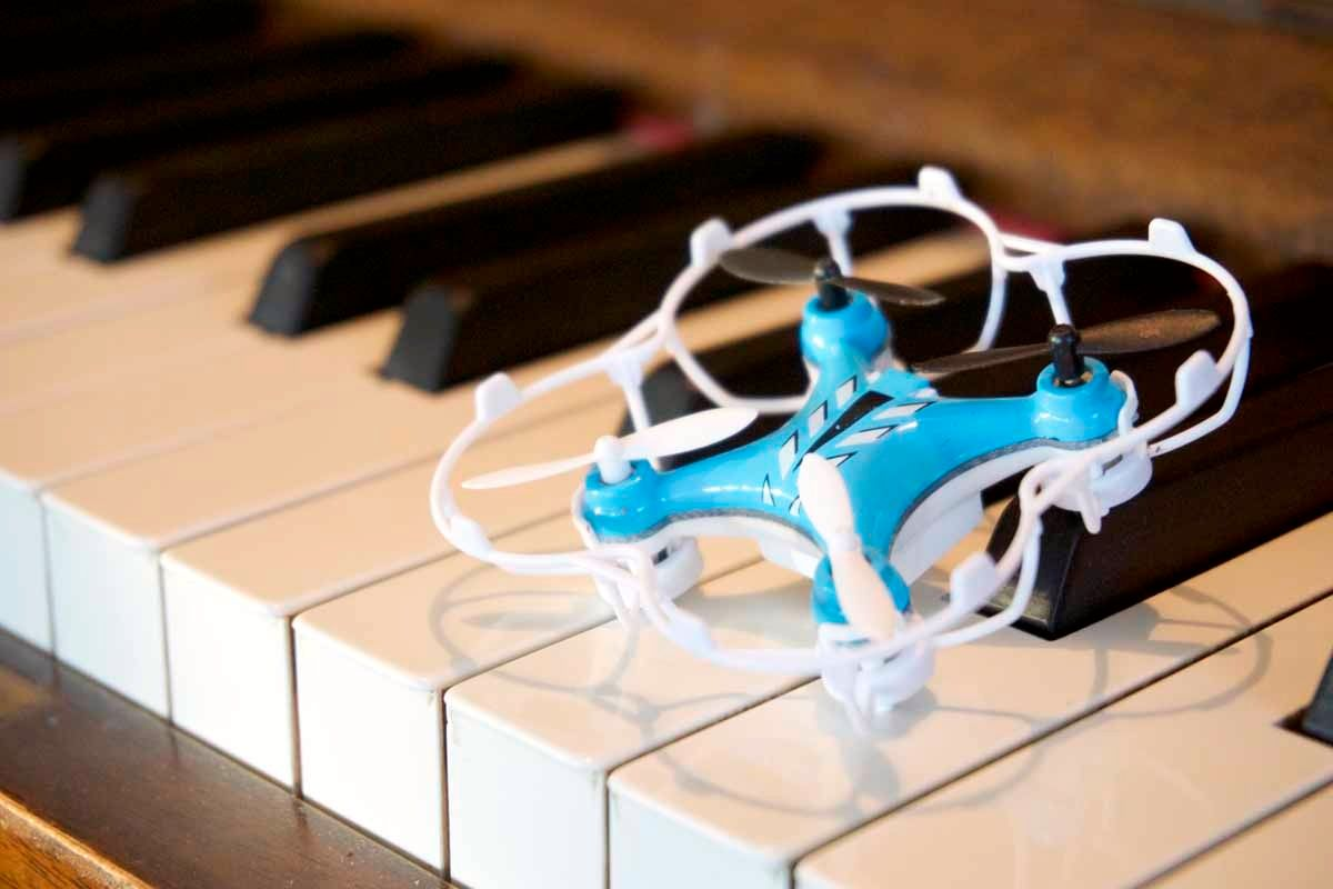 Beskyttelsesringen til Nano Quadcopter gir svært god beskyttelse av dronen. Foto: Torstein Norum Bugge, Tek.no