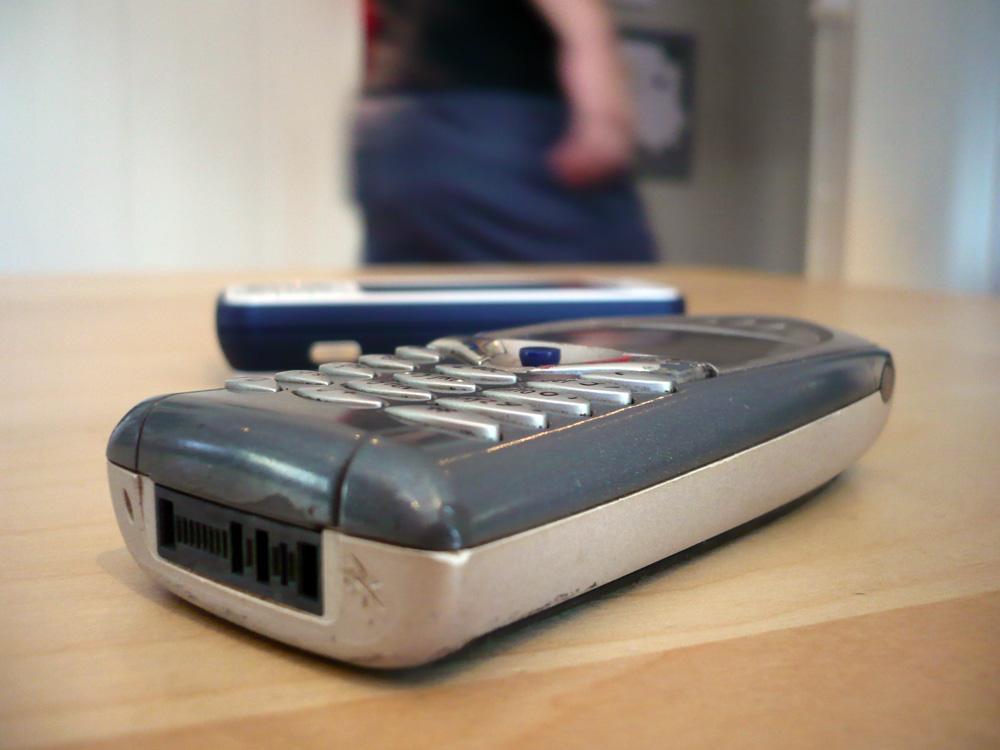 Telefonen er ikke mye større enn Samsung I450 eller Nokia N95.