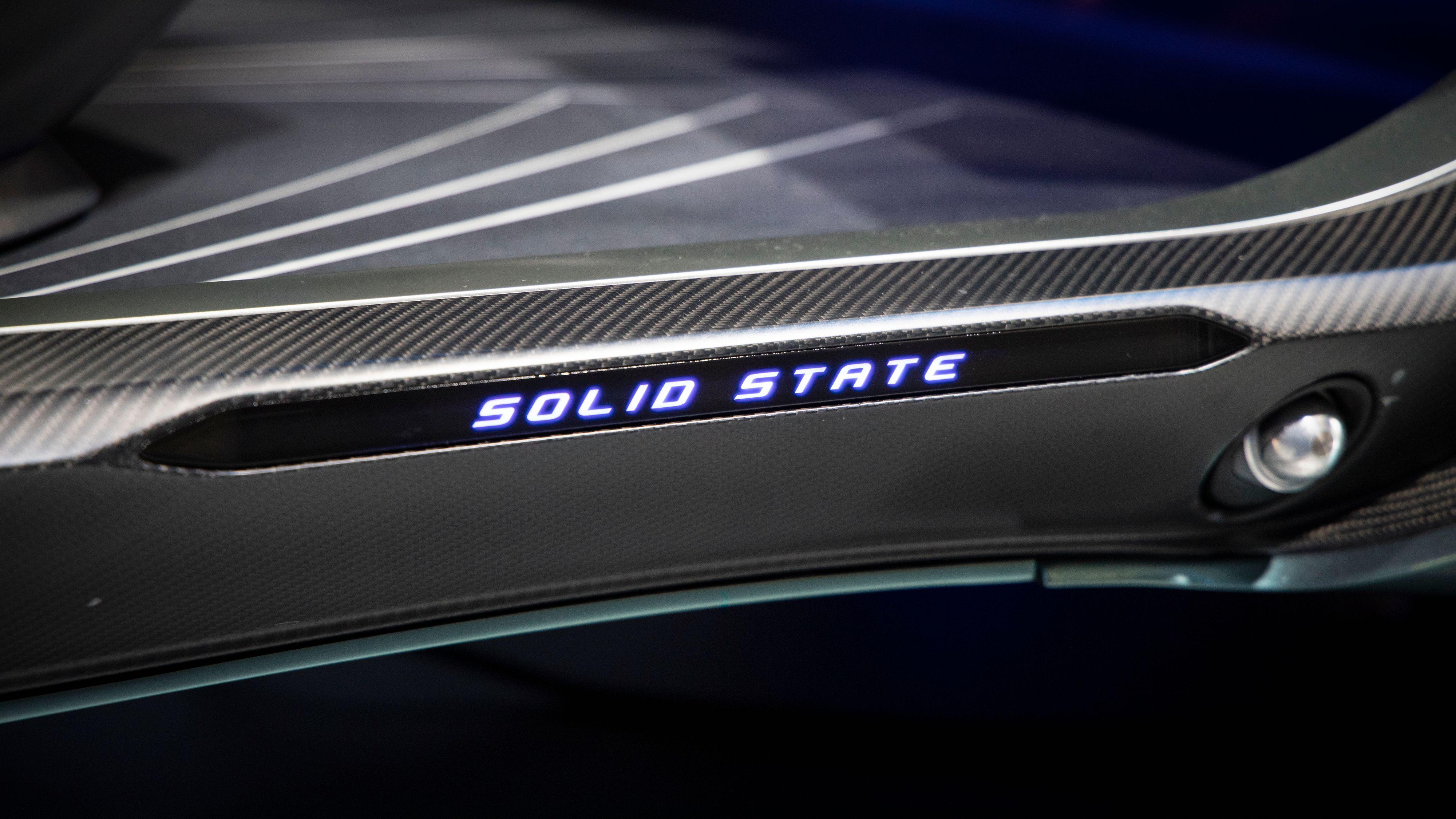 Toyota har varslet at de jobber med faststoffbatterier, og sier for eksempel at de ser for seg å bruke det i Lexus-konseptbilen LF-30.