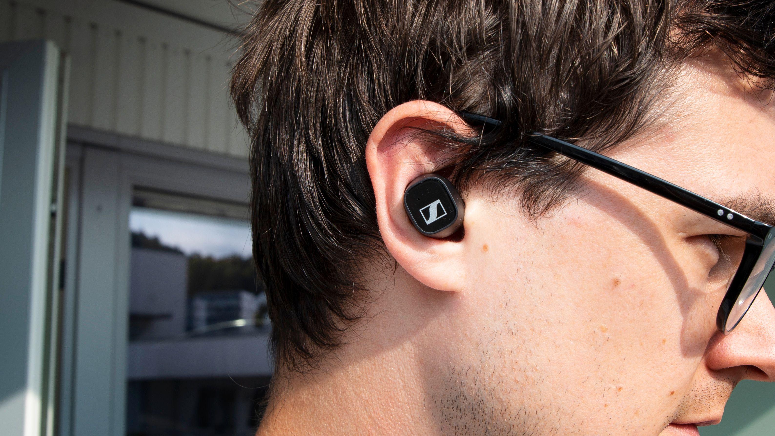 CX 400 er ikke de mest kompakte av ørepropper, men de sitter likevel godt på plass.