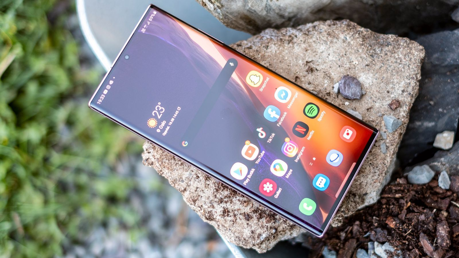 Galaxy Note 20 Ultra bruker en Samsung Exynos-prosessor. Inni den er det Arm-design både i selve prosessorkjernene og i grafikkdelen. Prosessorene er tilpasset av Samsung, men basert på referansedesign fra britene, mens grafikkdelen er fullt ut Arms design.