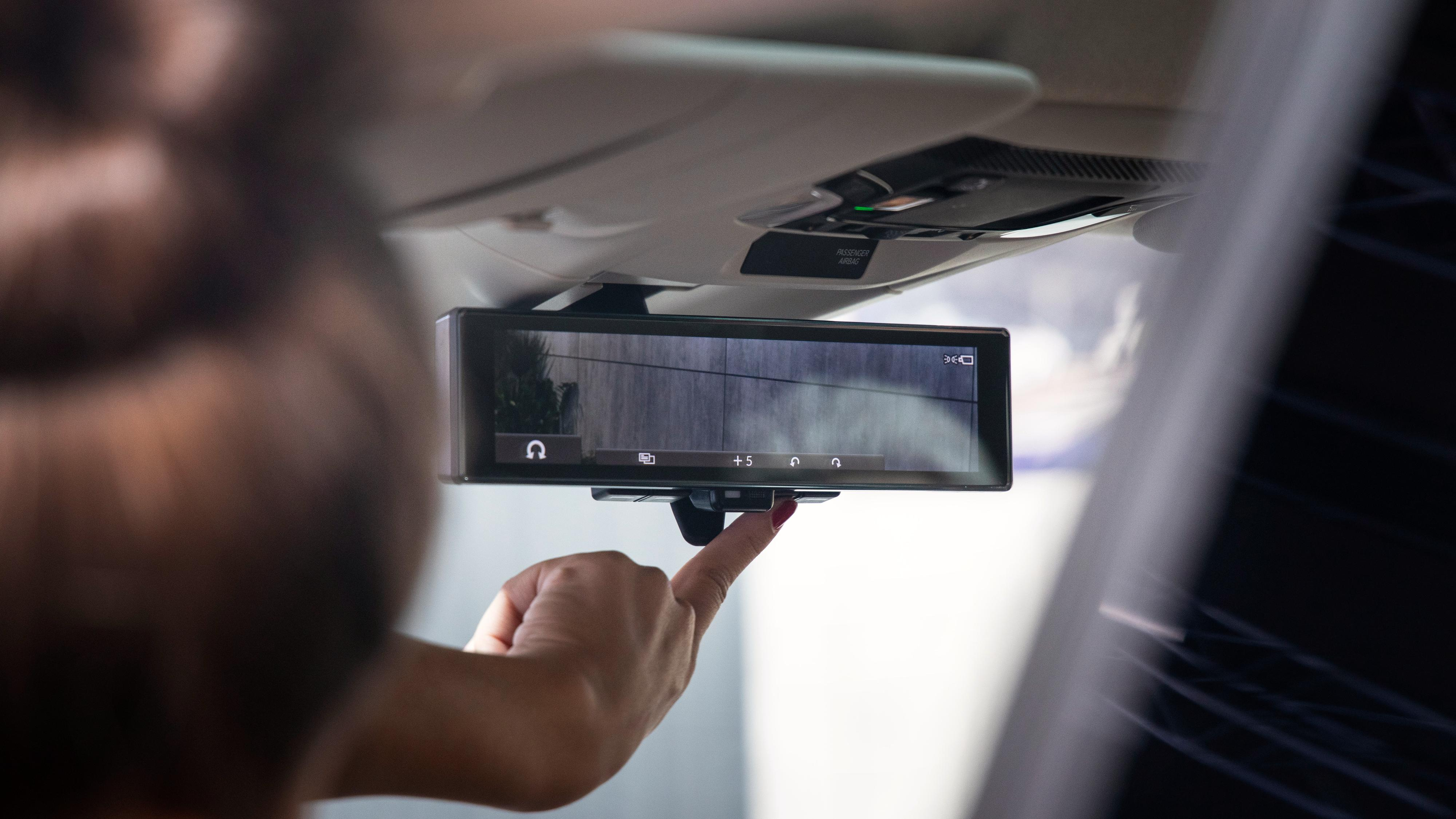 Både sidespeilene og bakspeilet på Honda e er erstattet med kameraer utvendig og skjermer innvendig.